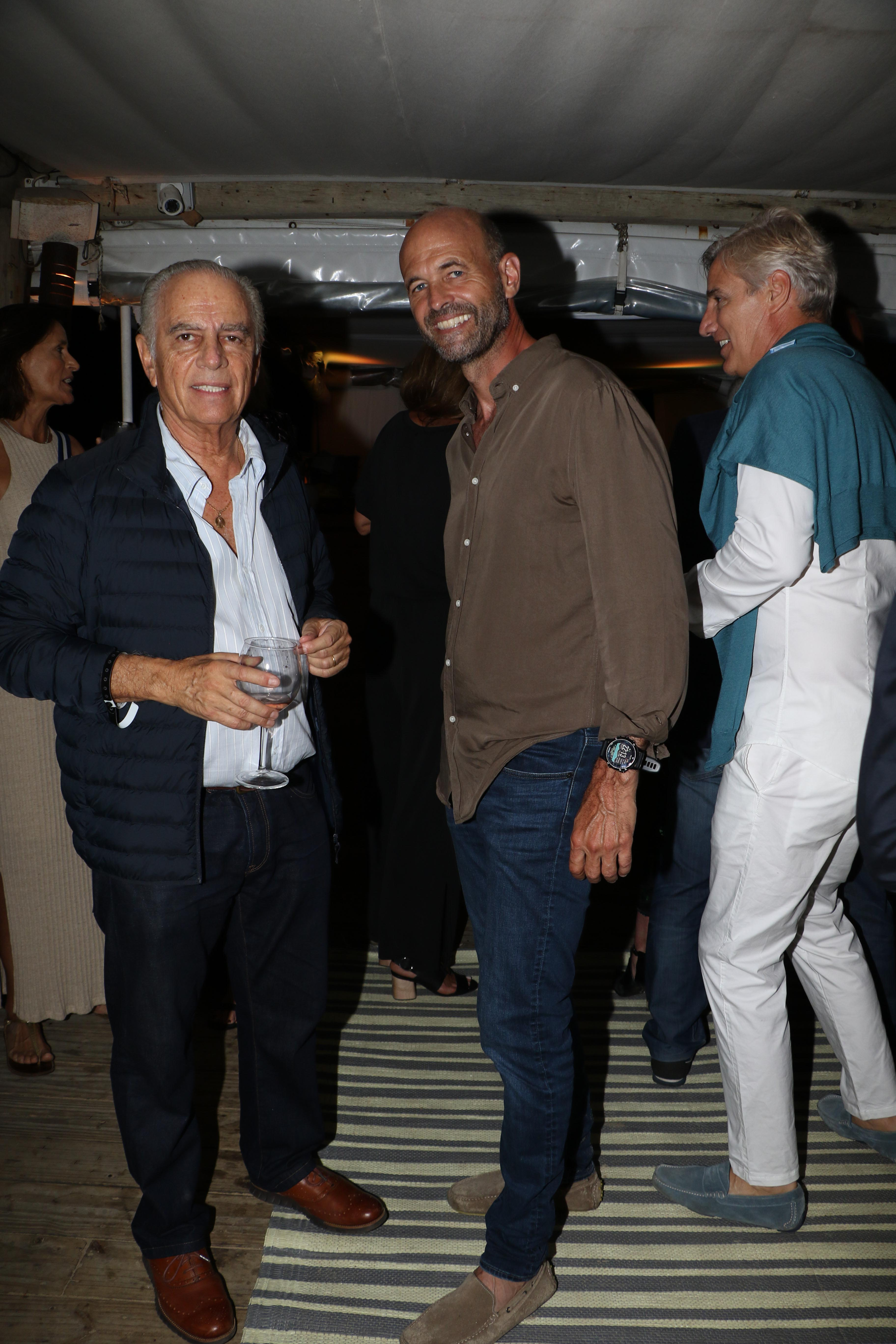 Lejos de los trajes y las corbatas, empresarios y políticos se mostraron con looks cancheros y relajados. En la foto, Alejandro Bulgheroni y Guillermo Dietrich