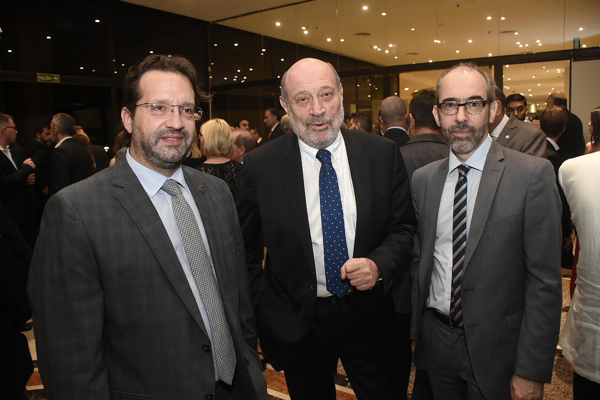 El diputado nacional Marco Lavagna, el periodista Alfredo Leuco y Gustavo González (presidente Editorial Perfil)