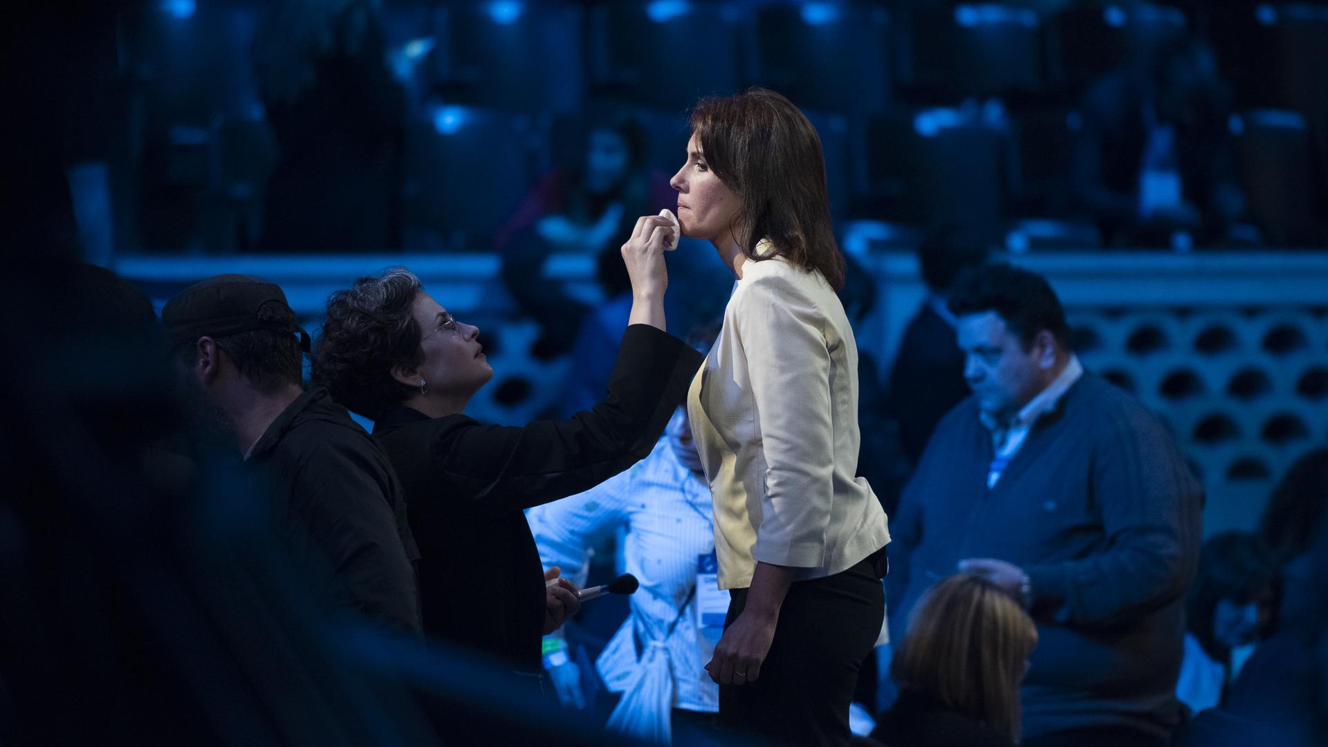 La periodista santafecina Gisela Vallone, una de las encargadas de moderar el debate