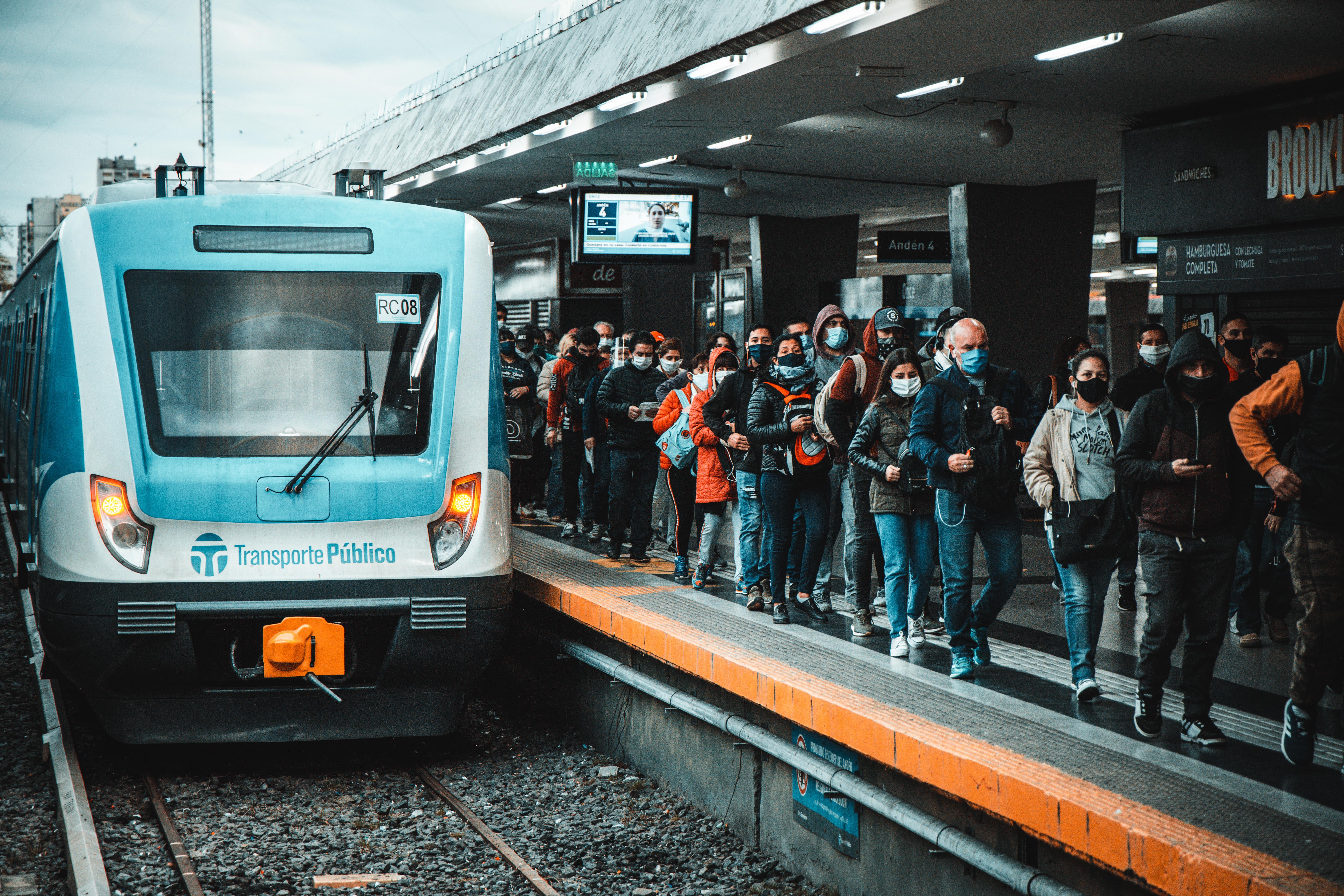 La estación de trenes de Once también lució con mucho más pasajeros. Incluso hubo momentos en el que no se respetó el distanciamiento social