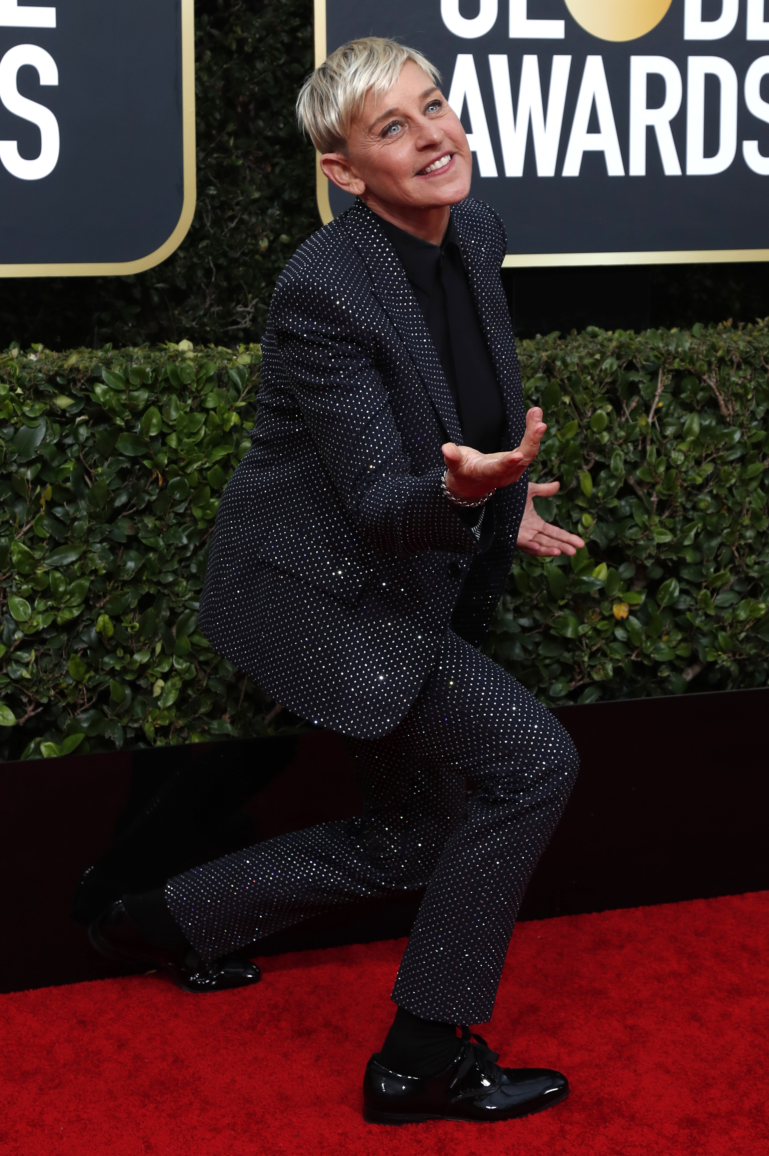 Ellen DeGeneres no defraudó con su esmoquin brillante