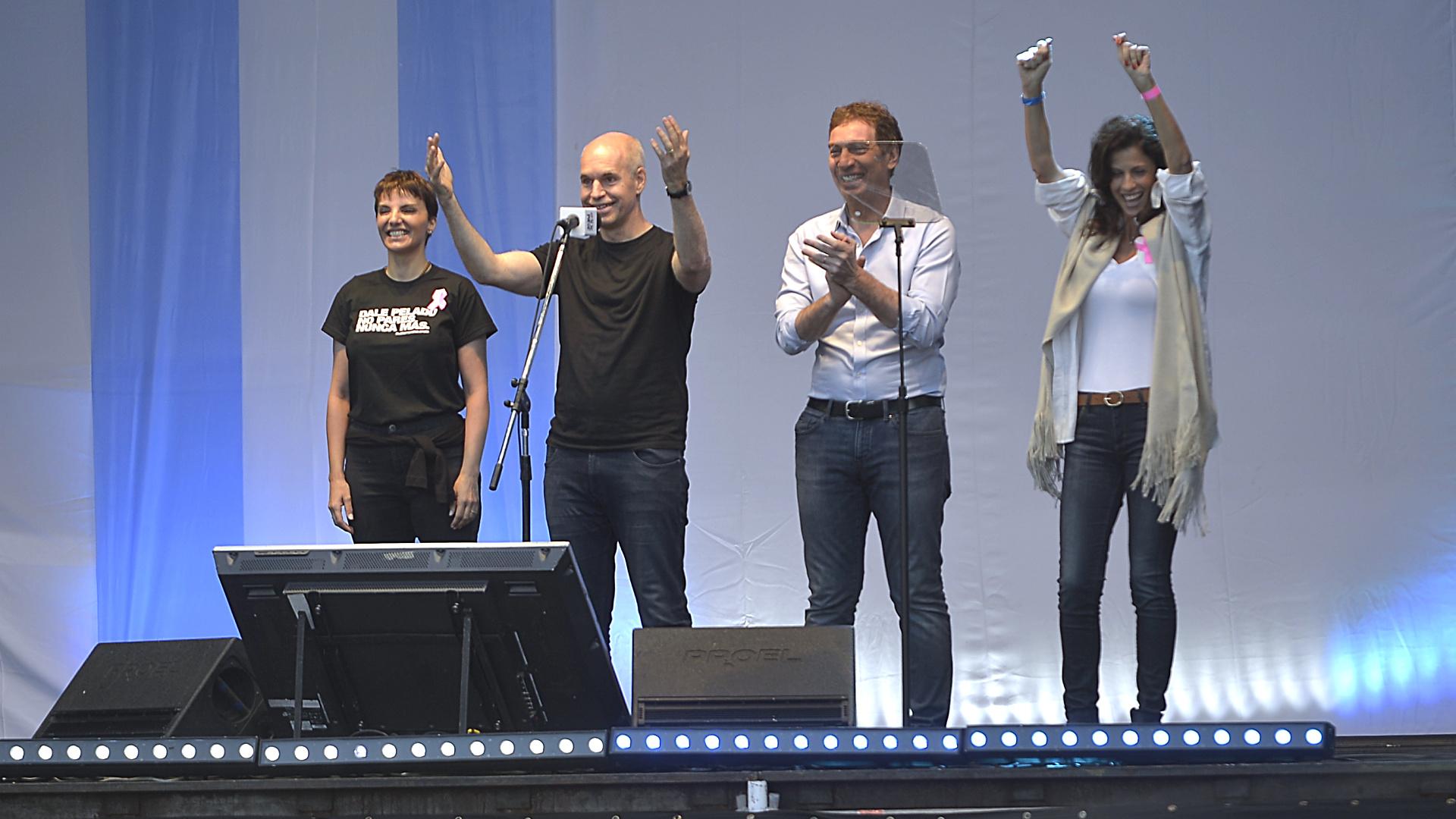 El jefe y el vice jefe de Gobierno de la Ciudad de Buenos Aires, Horacio Rdoríguez Larreta y Diego Santilli, con sus esposas, Bárbara Diez y Analía Maiorana