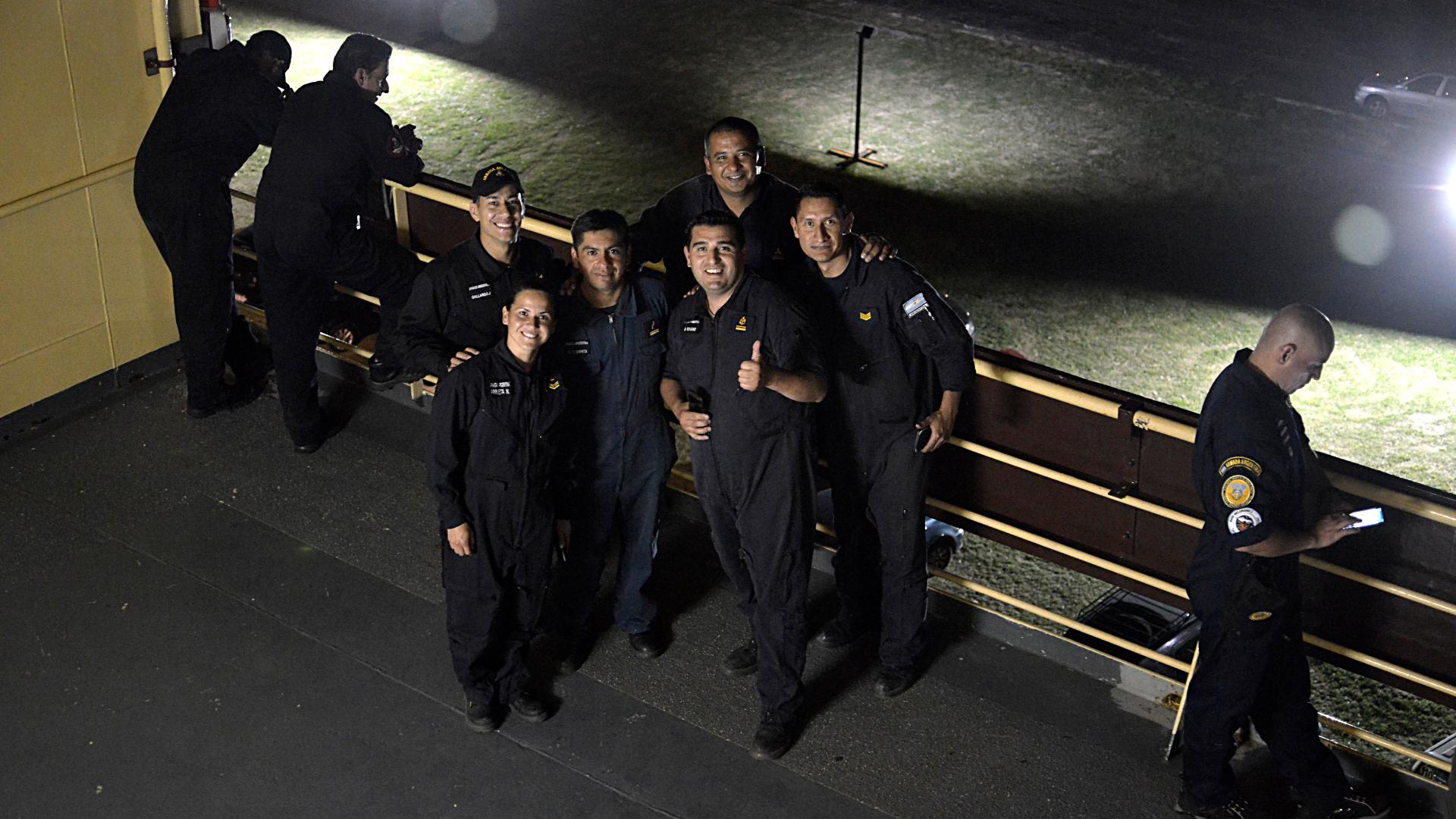 Los tripulantes del ARA Almirante Irízar, momentos antes de zarpar
