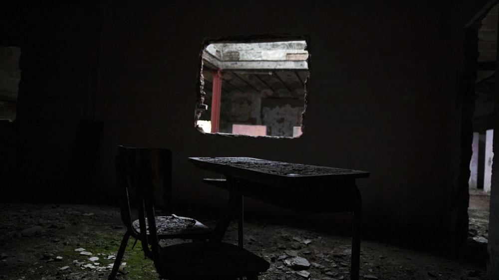 Otros espacios fueron sitiados por los escombros, por la basura y en algunas partes, como el viejo Casino de Oficiales, por montañas de chatarra o de sillas desvencijadas.