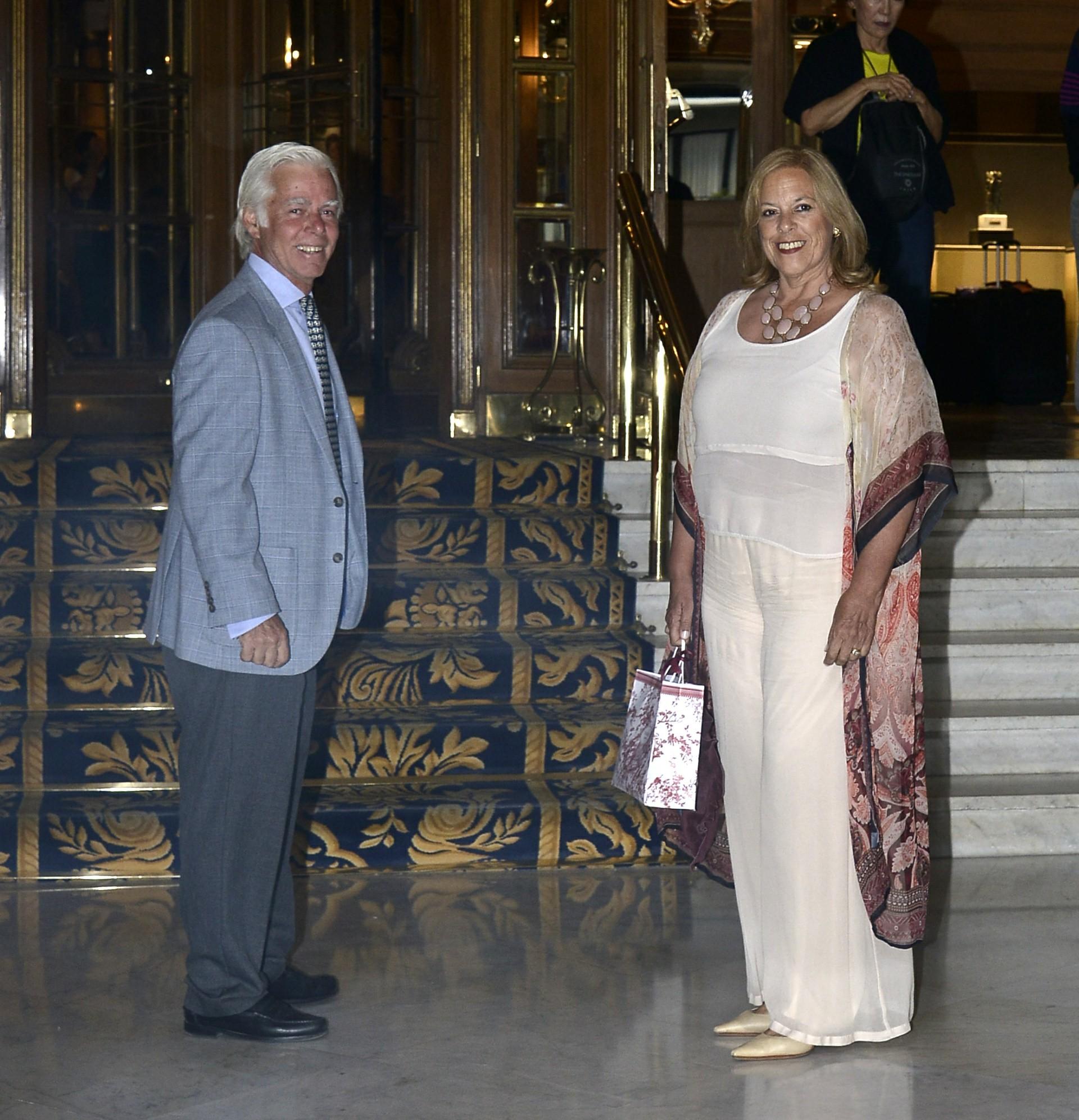 El artista plástico Alejandro Moy y su mujer