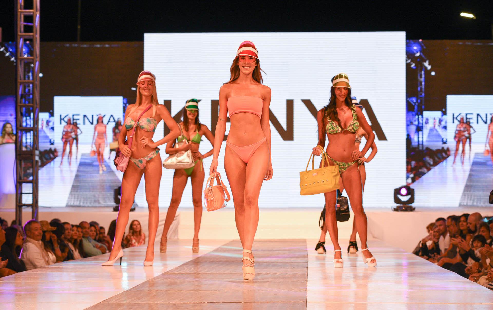 """Kenya, marca local, oriunda de Pinamar, presentó su colección de bikinis """"ready to shine"""", con formato triangulito, de un hombro y bandó"""