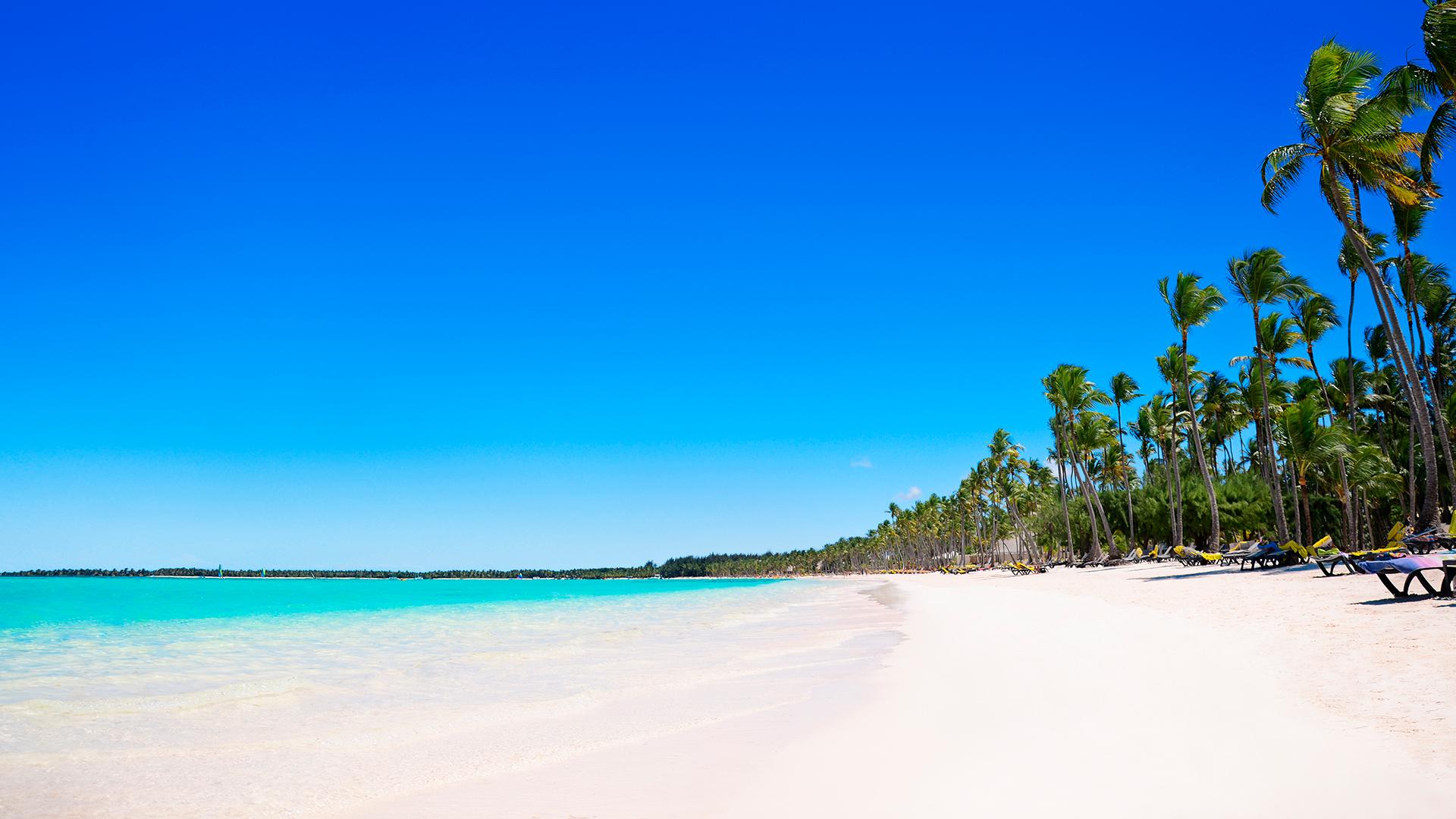 Está ubicada en la Costa del Coco, en el Este de República Dominicana, dentro de una extensión de 40 kilómetros de playas paradisíacas.