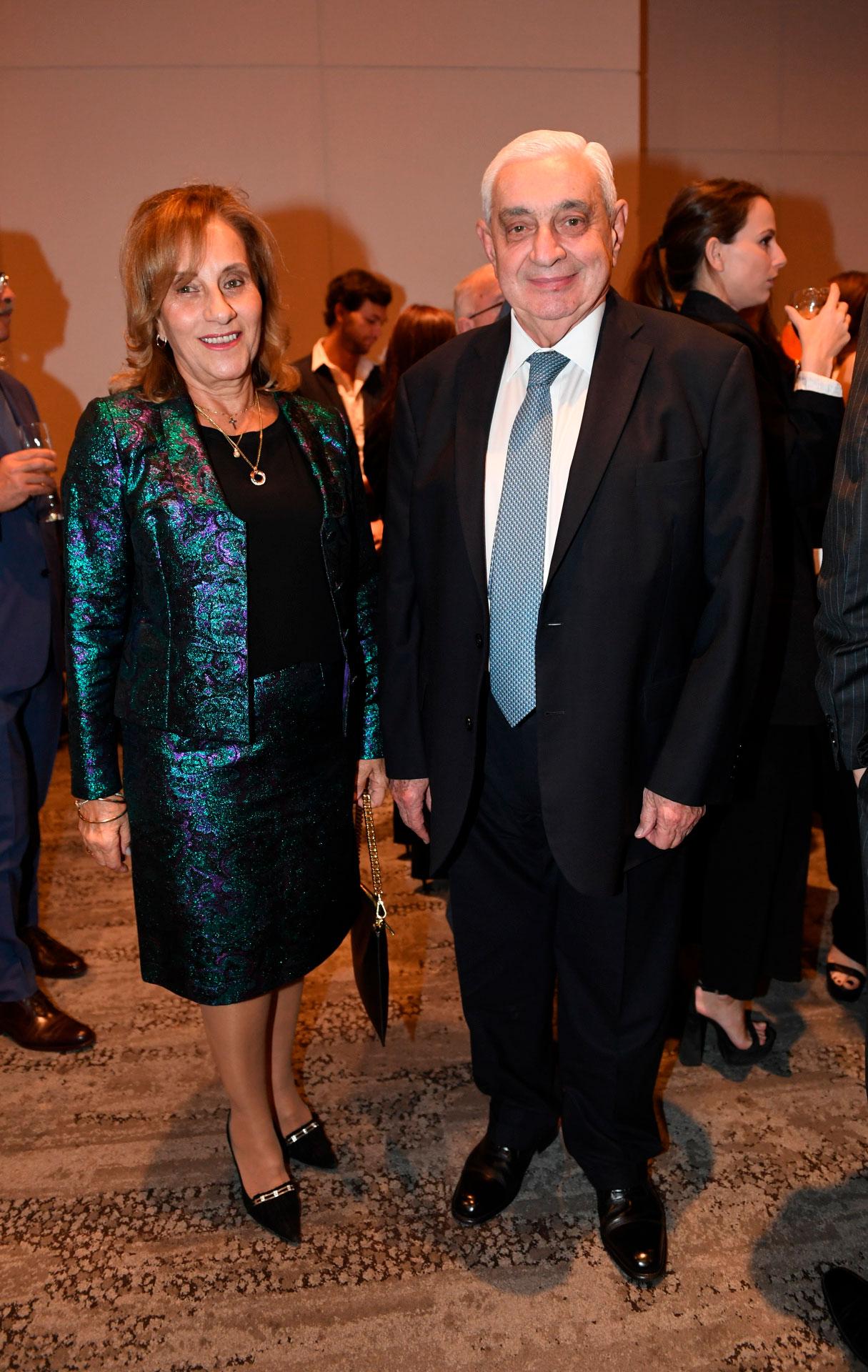Adelmo Gabbi, presidente de la Bolsa de Comercio, y su mujer