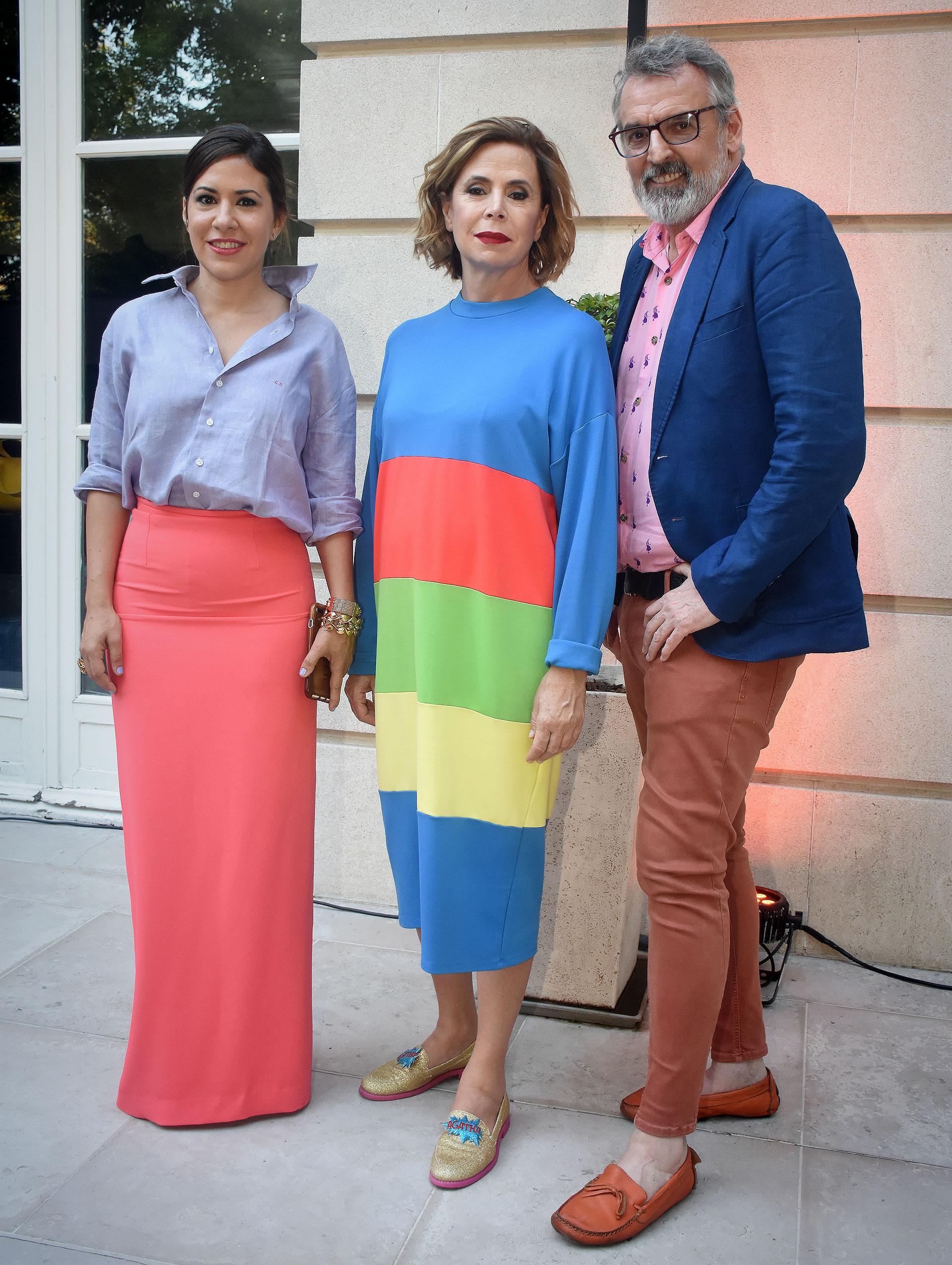 Carminne Dodero, creadora del Six O' Clock Tea, junto a la diseñadora española Ágatha Ruiz de la Prada y al diseñador argentino, Benito Fernández, quienes mostraron sus colecciones en esta nueva edición del evento, que se realizó a beneficio de Fundación España