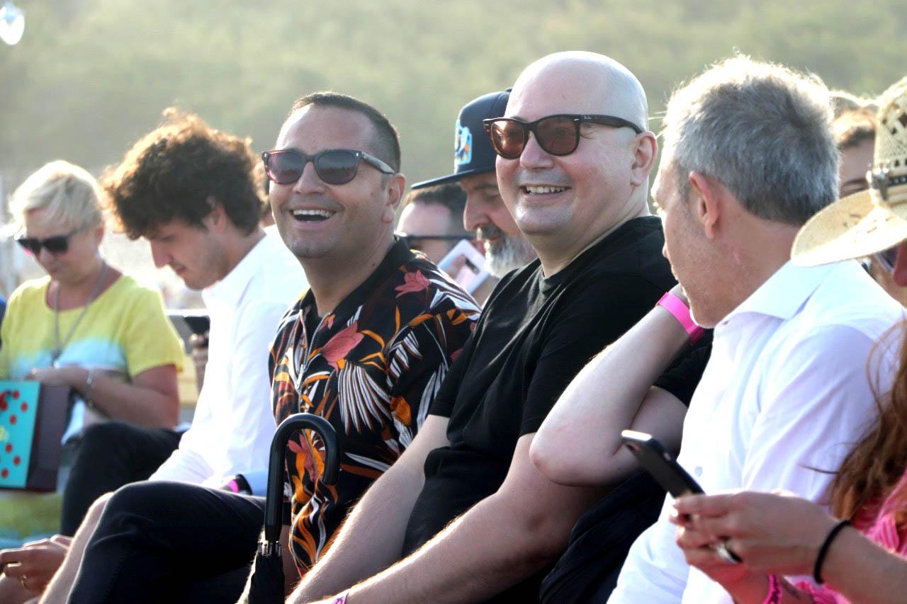 Fabián Medina Flores y Pablo Ramirez en la primera fila