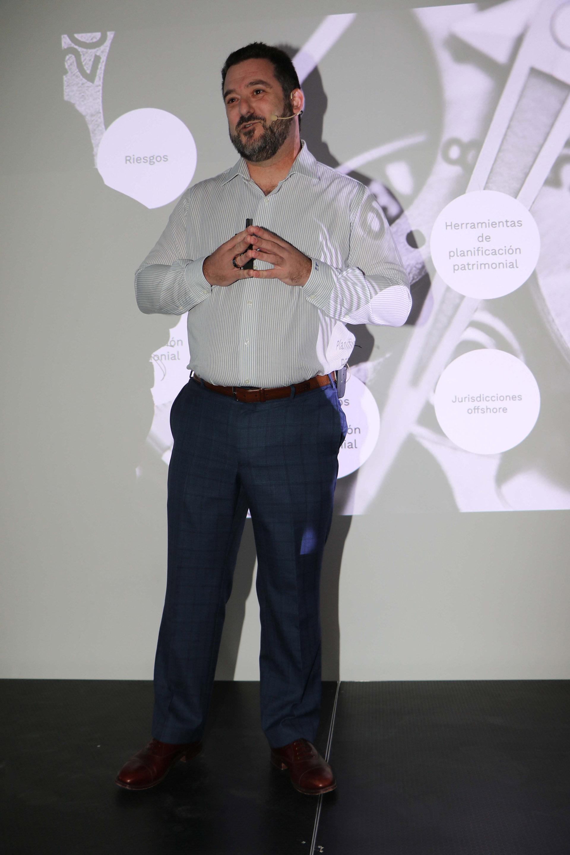 Martín Litwak es abogado en la Argentina, el Reino Unido y las Islas Vírgenes Británicas. Se desempeña como CEO de Untitled, una boutique de servicios legales especializados en planificación patrimonial internacional, intercambio de información (FATCA/CRS), amnistías fiscales y estructuración de fondos de inversión