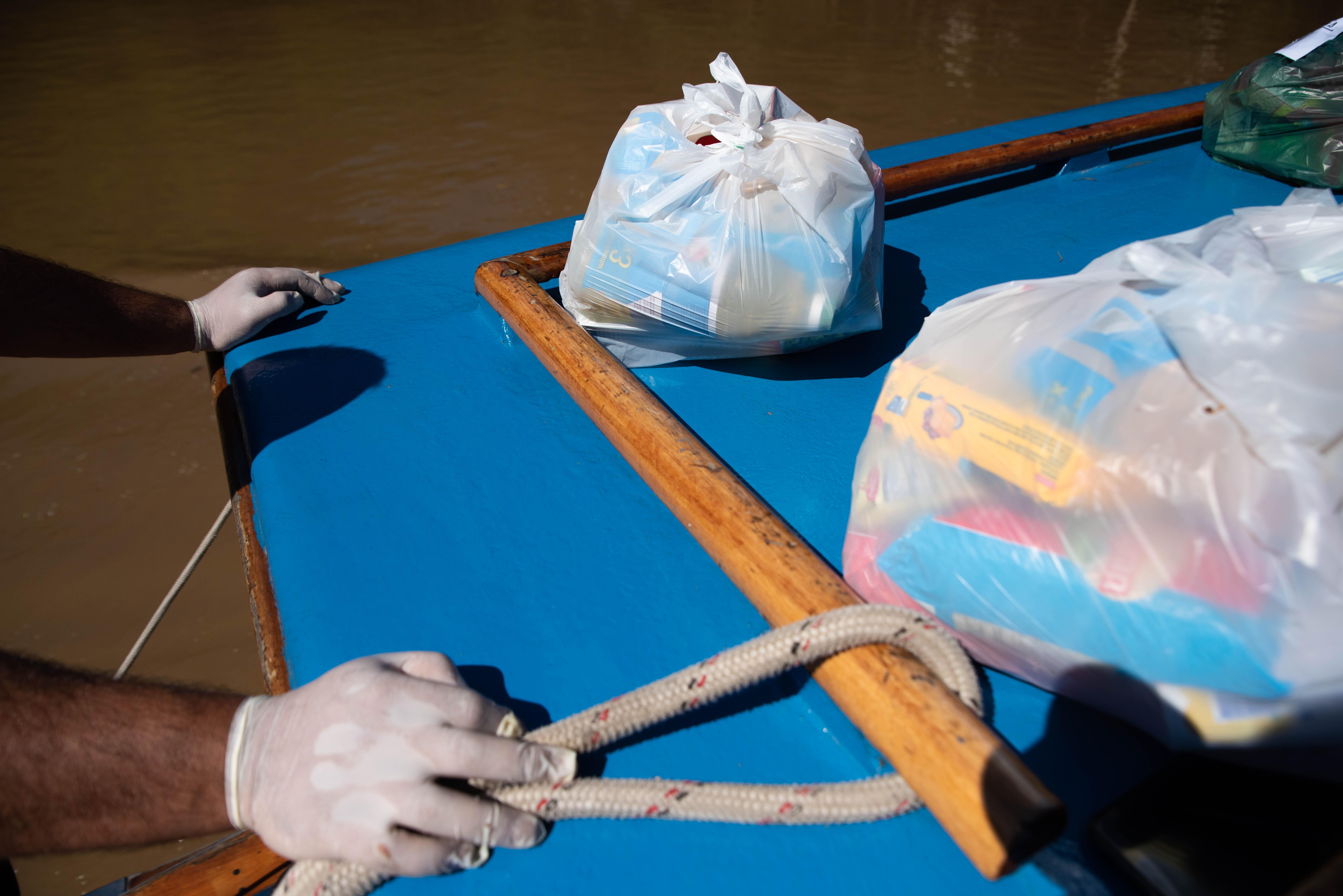 Los docentes tomaron como medidas preventivas ante el COVID 19 el uso de guantes, barbijos y alcohol en gel a lo largo de todo el recorrido.