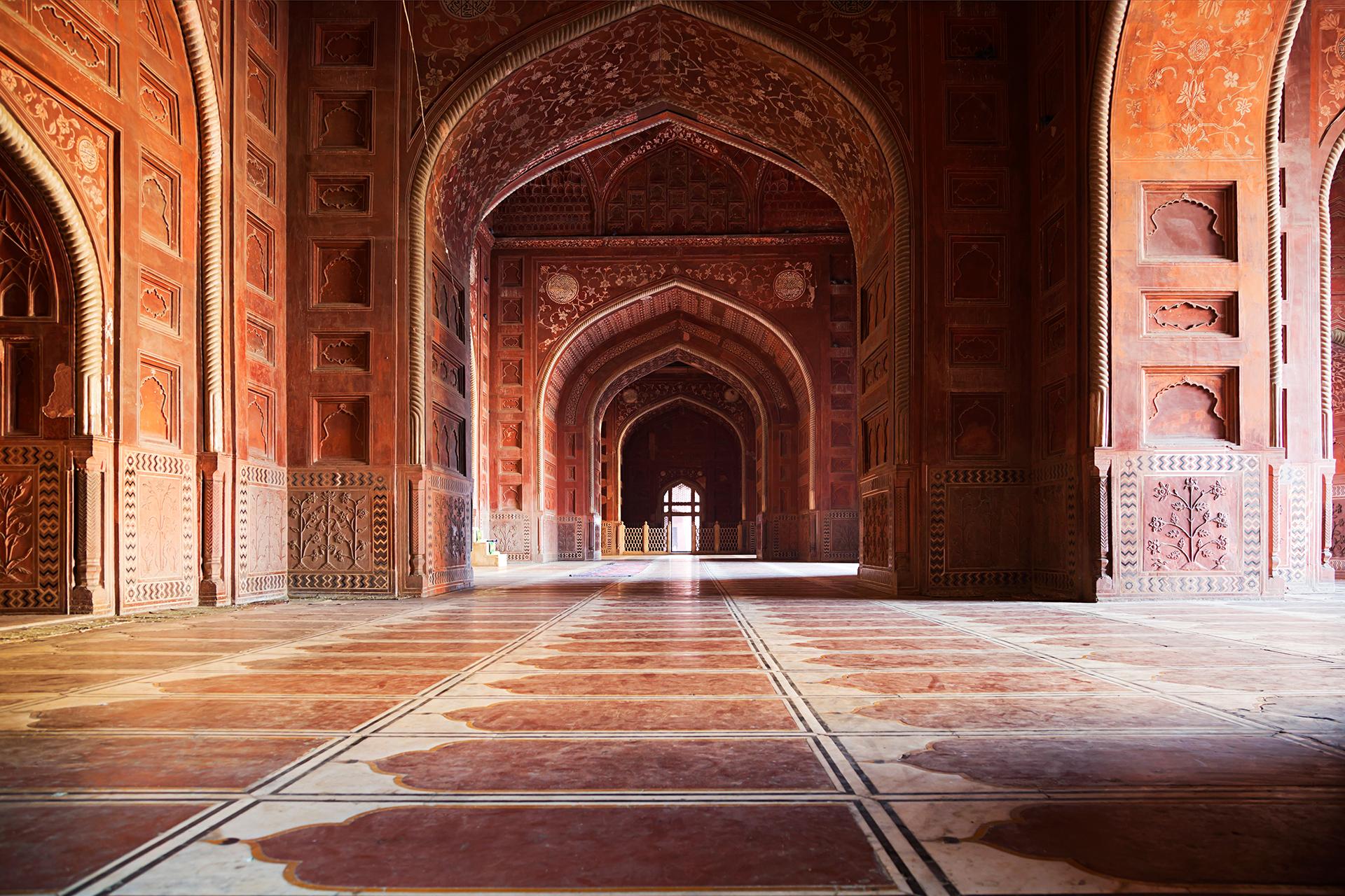 Jal Mahal es una mezcla de diferentes estilos arquitectónicos, como el Rajput y Mughal, muy comunes en Rajasthan