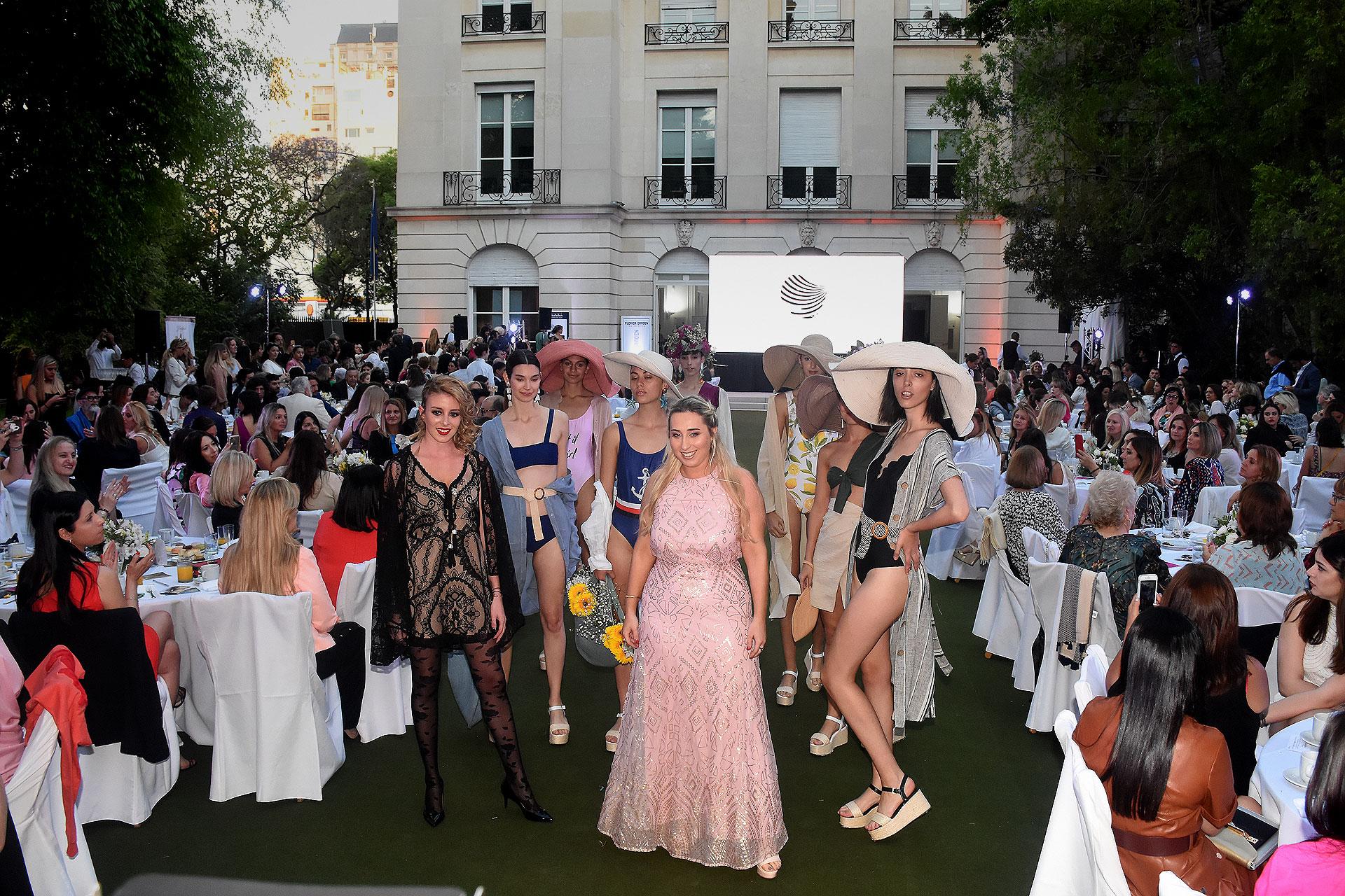 Durante toda la tarde, además de Benito Fernández y Ágatha Ruiz de la Prada, diseñadores nacionales e internacionales presentaron sus colecciones, como Iara Alta Costura, Las Buttner, Hanna Haute Couture, Luciano Lapasini, Rossi Tuxedo y Le Mer Beachwear
