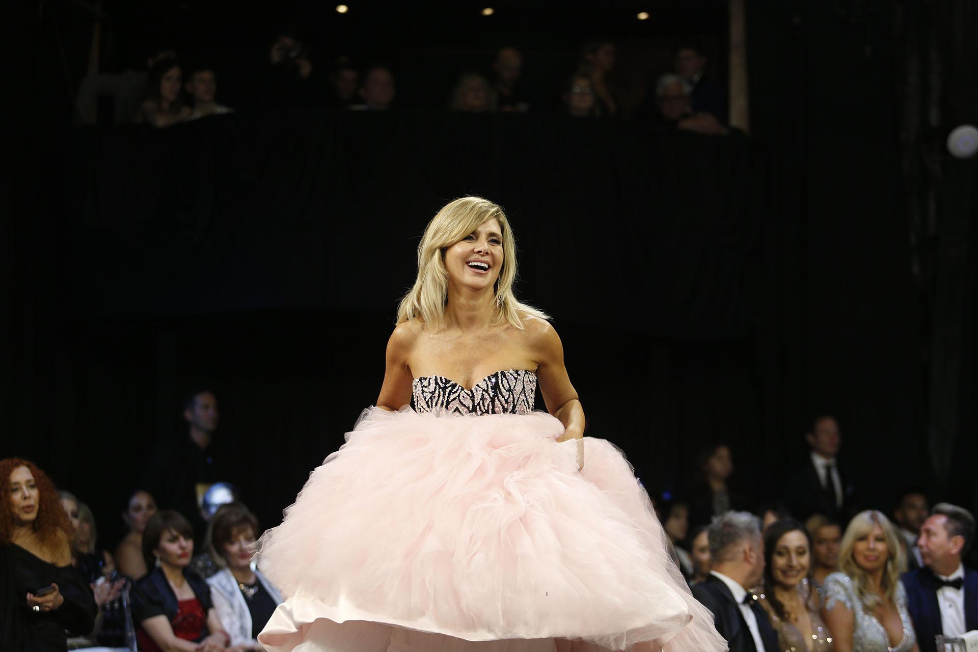 Débora Plager, con un vestido muy princesa, ganó el Martín Fierro como Mejor panleista femenina por Involucrados, América