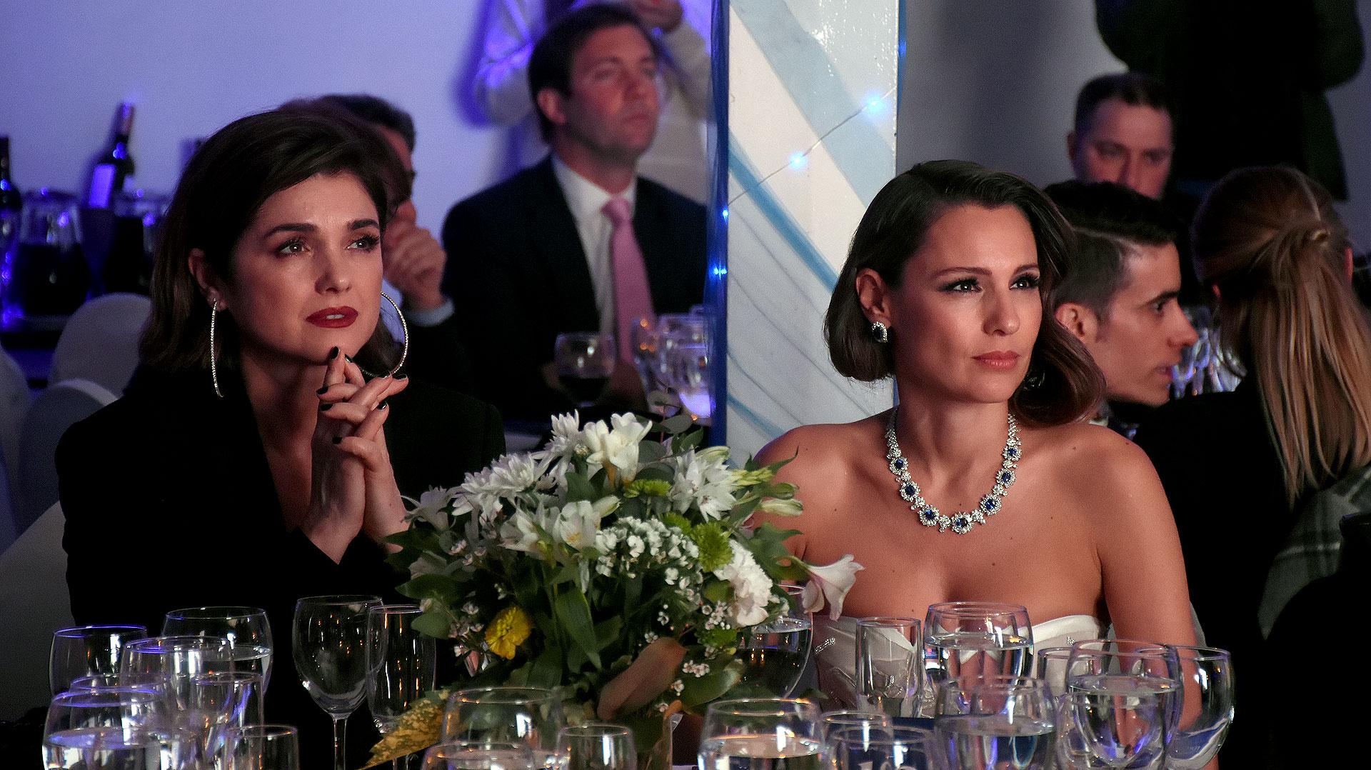 Araceli González y Carolina