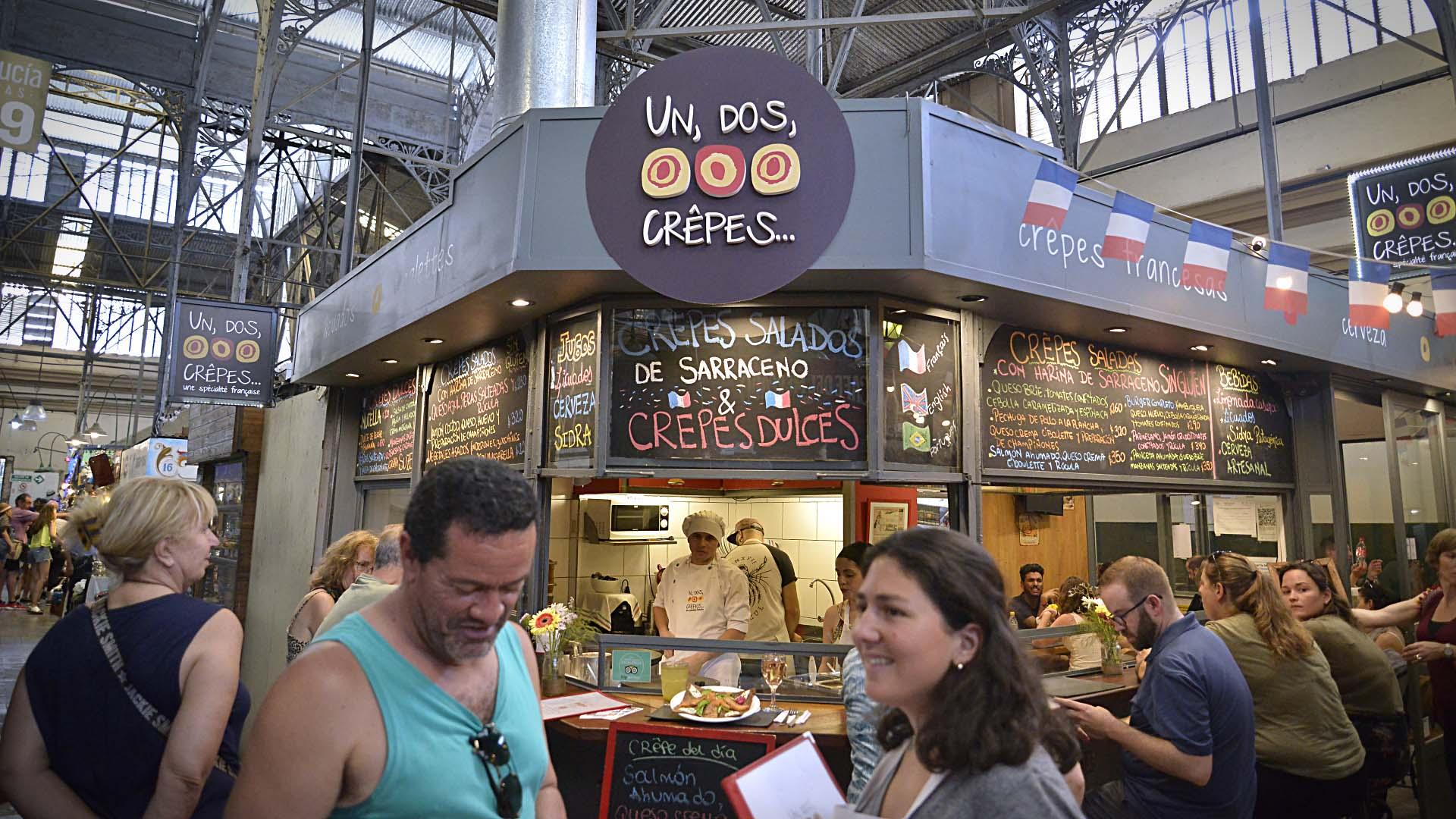 Ubicado en Bolivar 970, el Mercado de San Telmo es una expresión de la gastronomía porteña que combina diferentes estilos y gustos, entre ellos, la primera crepería francesa: Un, Dos, Crêpes