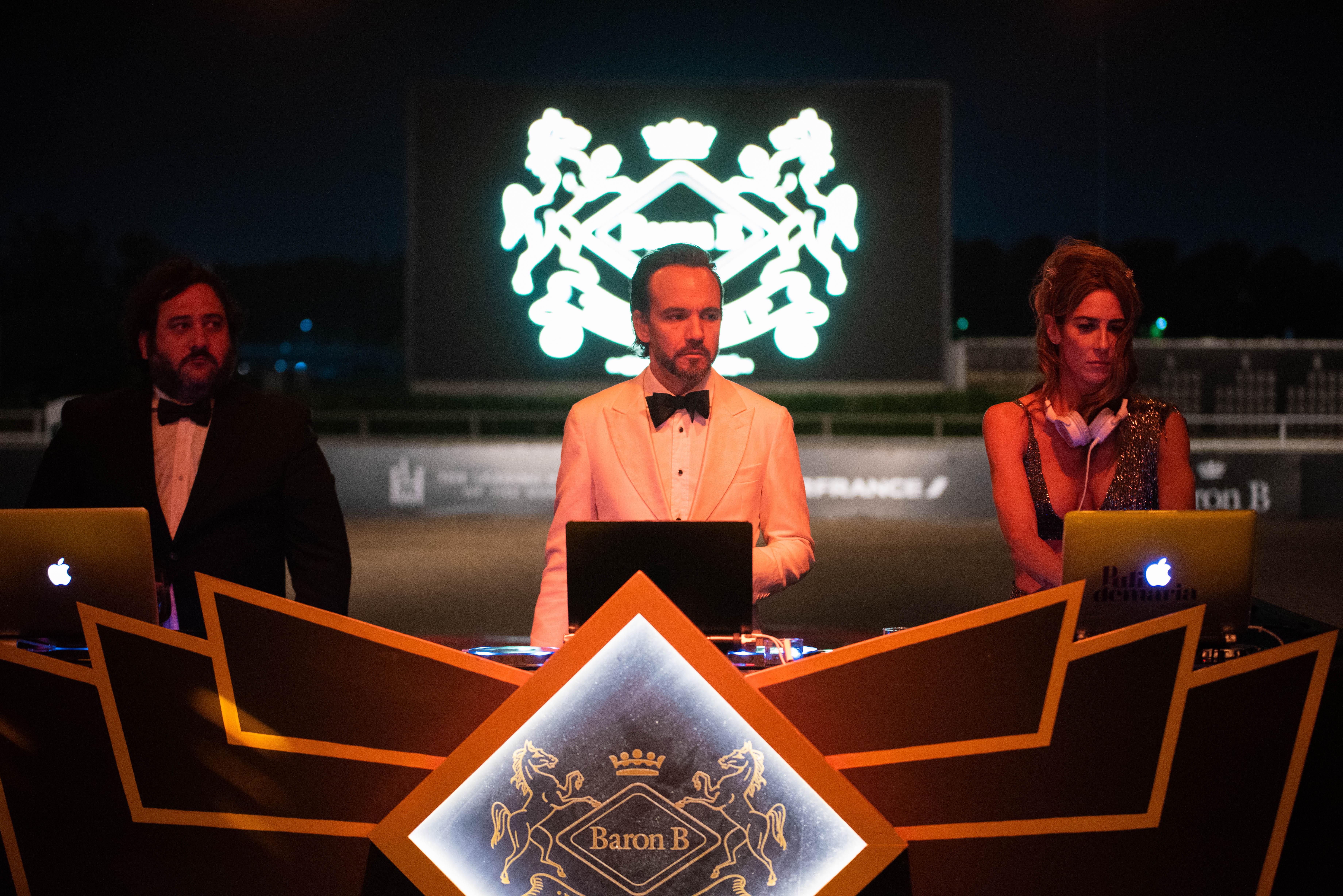 El tridente de Djs Sarapura a cargo de la música de la gran gala
