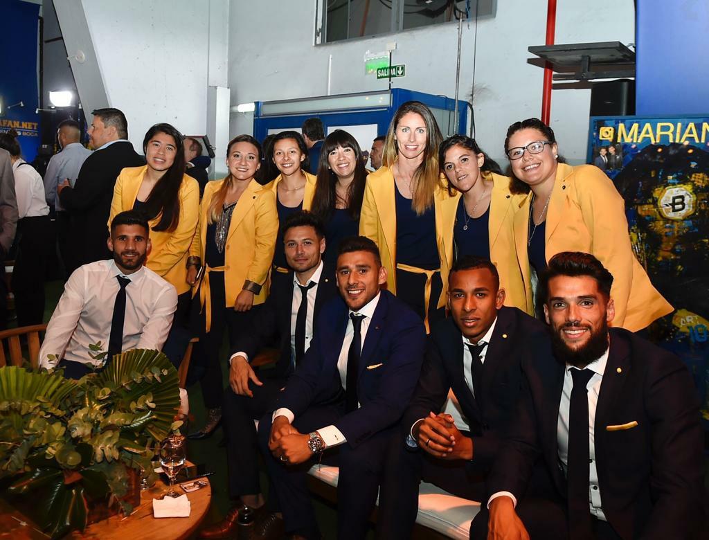 Los planteles masculinos y femeninos de Boca formaron parte del evento que se llevó a cabo en la Bombonera (@BocaJrsOficial)