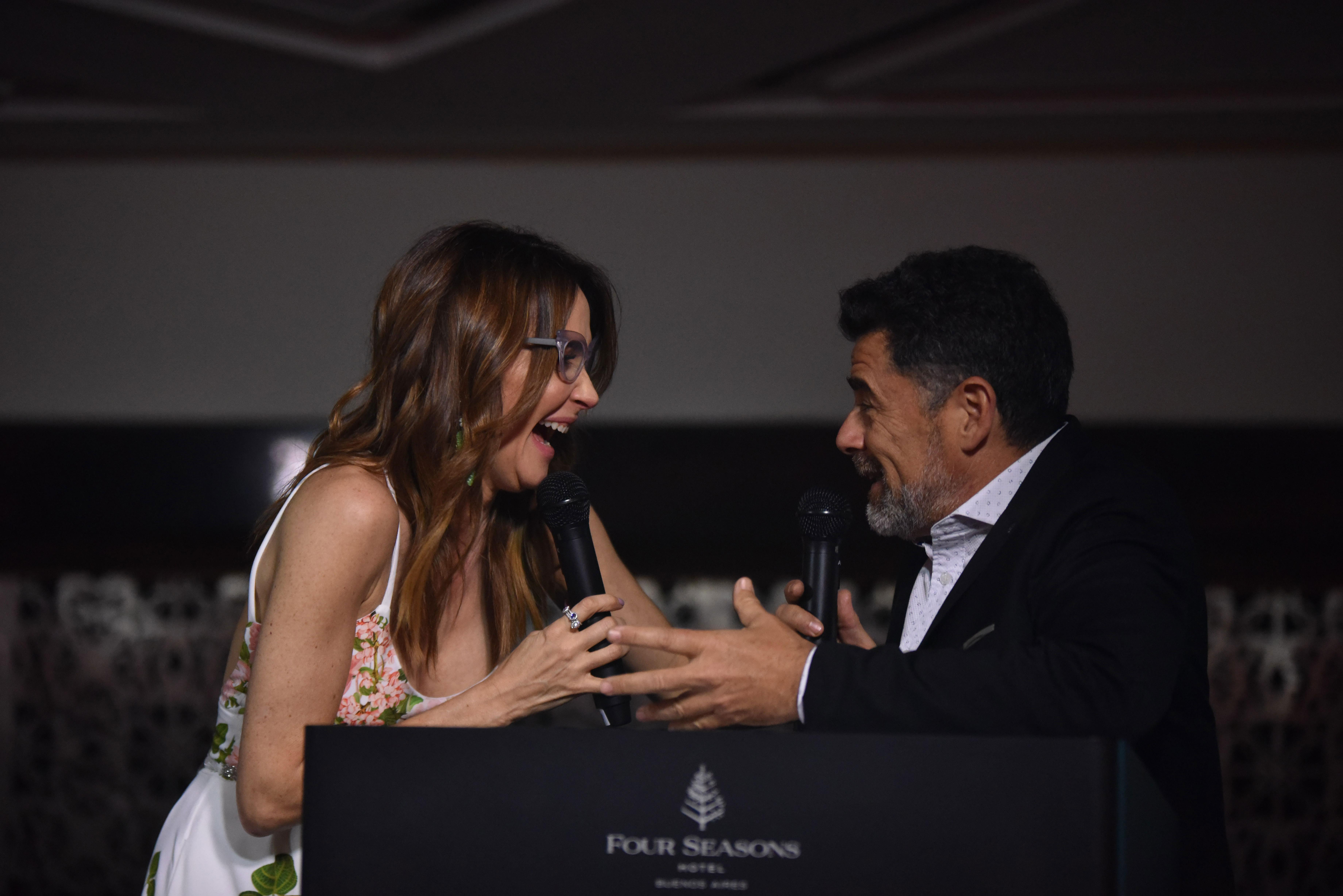 Verónica Lozano y Julián Weich, los conductores de la gran velada