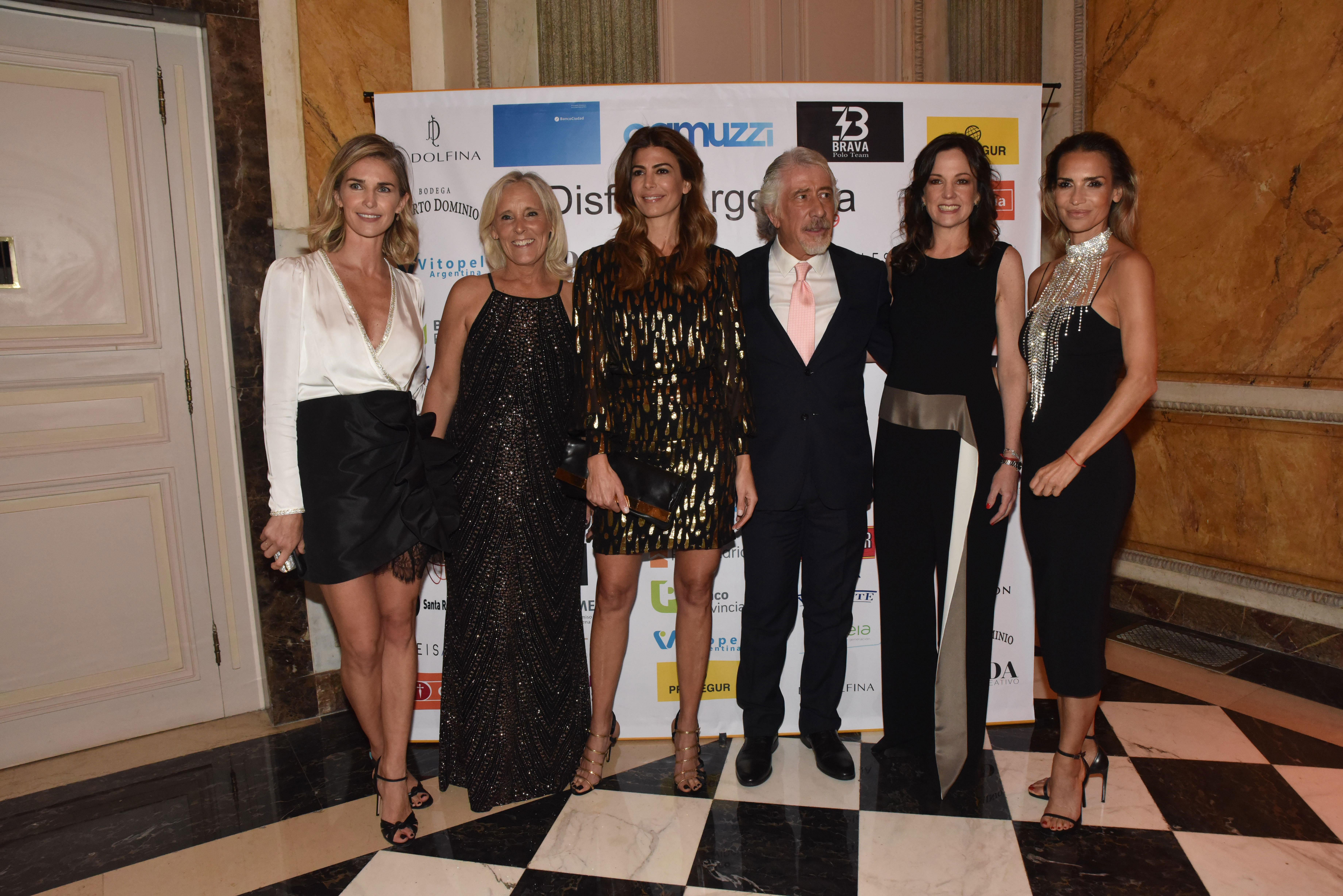 Los anfitriones junto a Julieta Spina, Juliana Awada, Carolina Stanley y María Vázquez