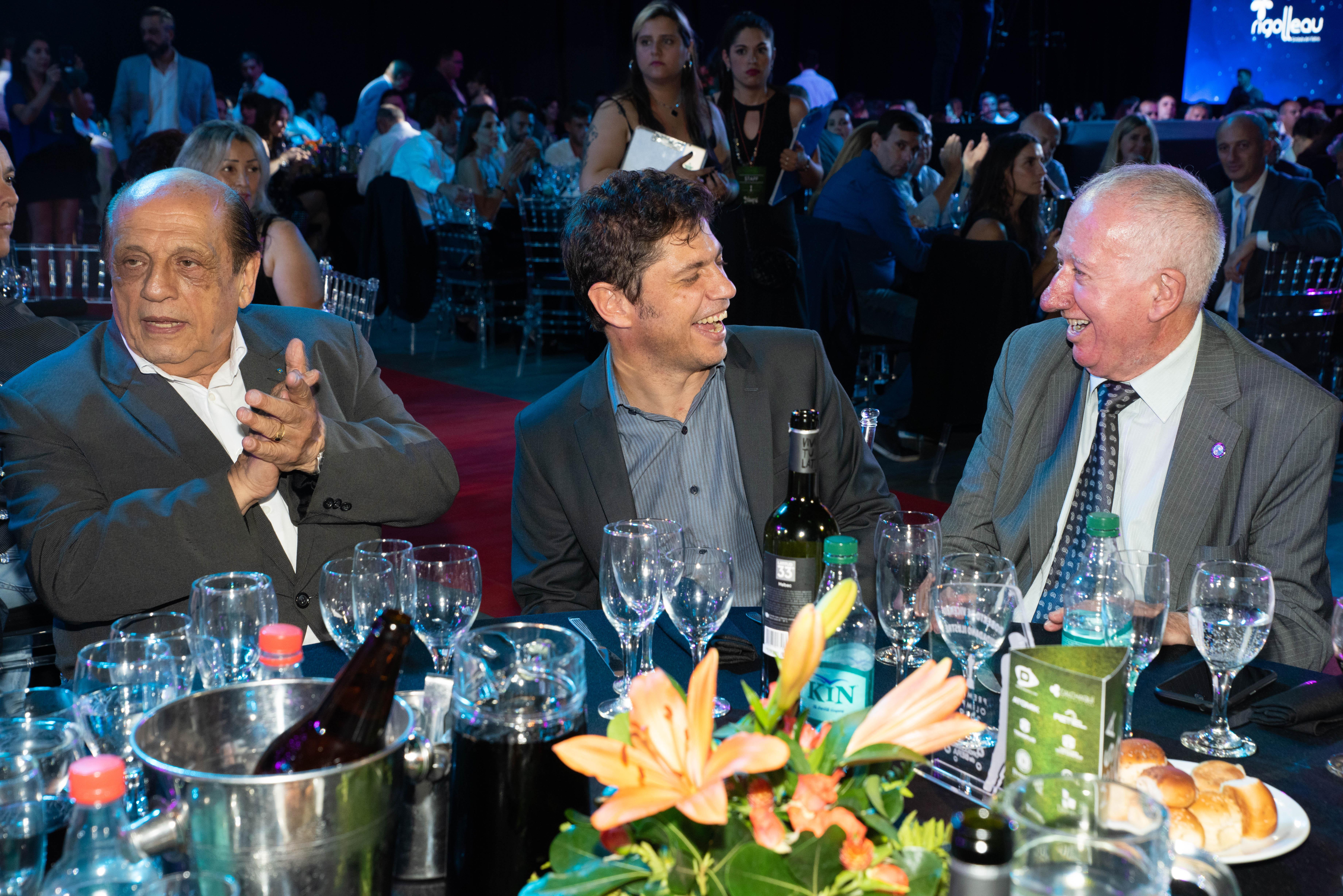 Juan José Mussi, intendente de Berazategui, compartió la mesa con Axel Kicillof, el flamante gobernador de la Provincia de Buenos Aires, y Aldo Juncal, presidente del Círculo de Periodistas Deportivos.