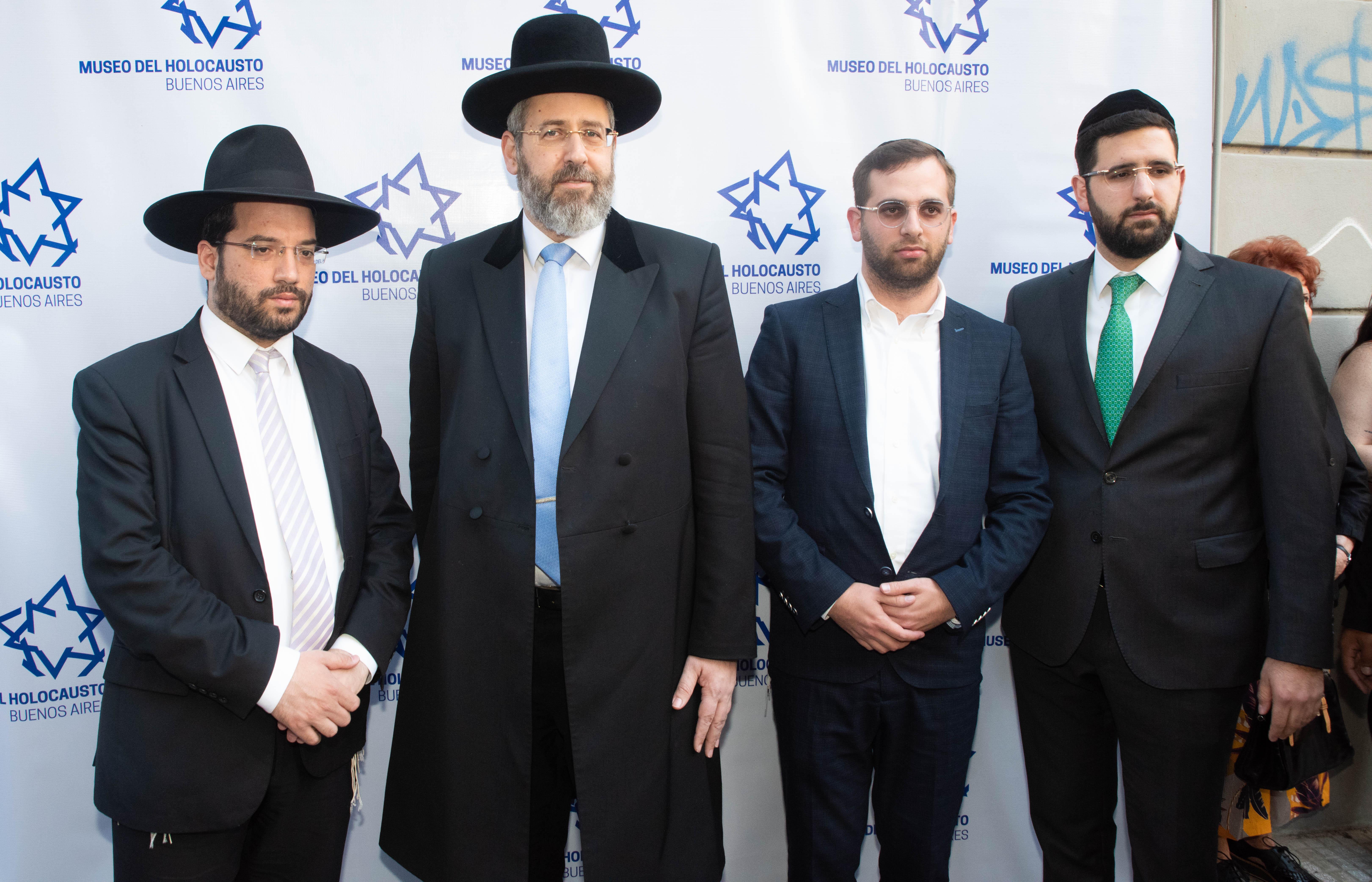 El gran Rabino Ashkenazí de Israel, David Lau, junto a su comitiva
