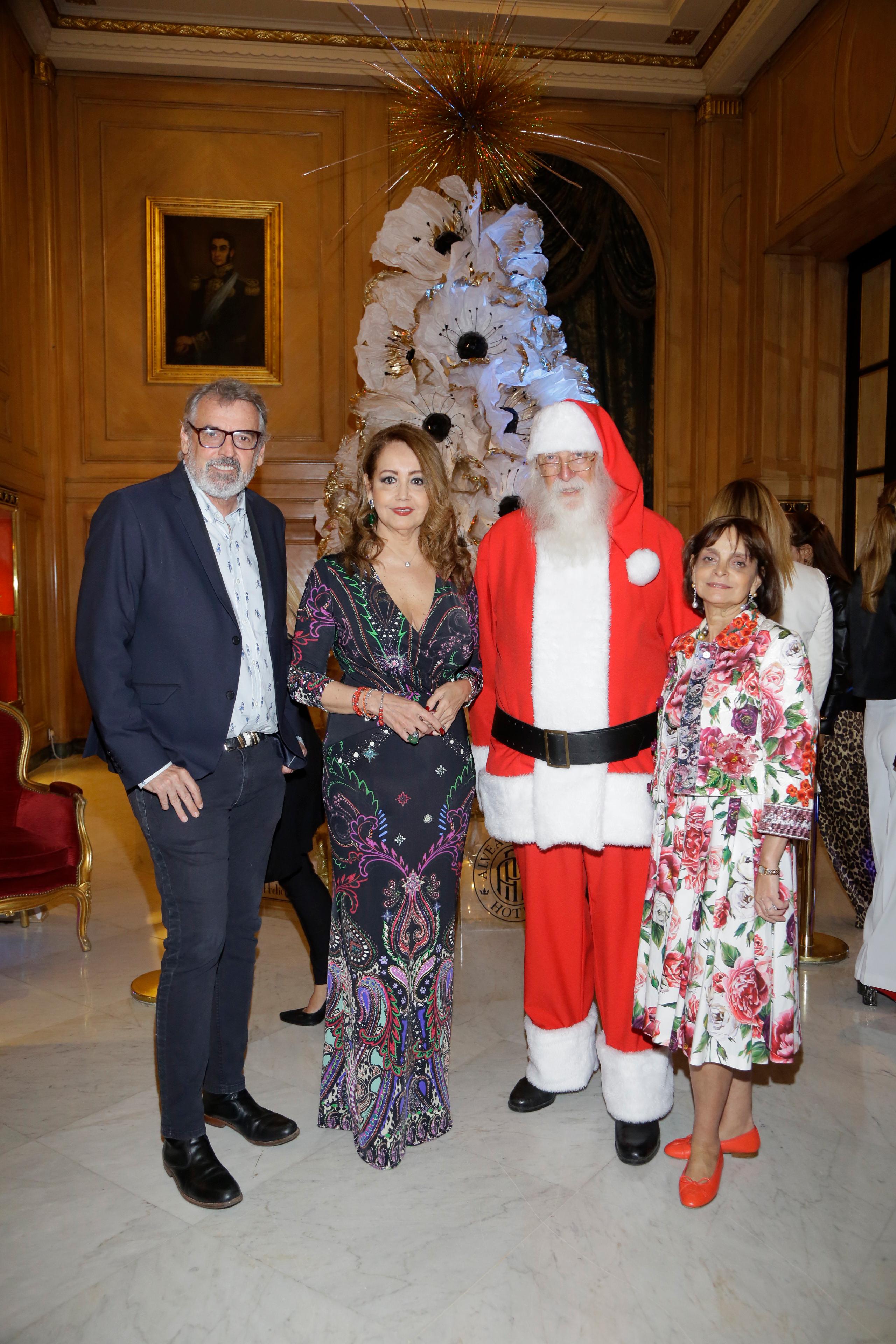 El diseñador Benito Fernández junto a la presidente de Make-A-Wish Argentina, Mónica Parisier; y la empresaria Claudia Stad durante la presentación del