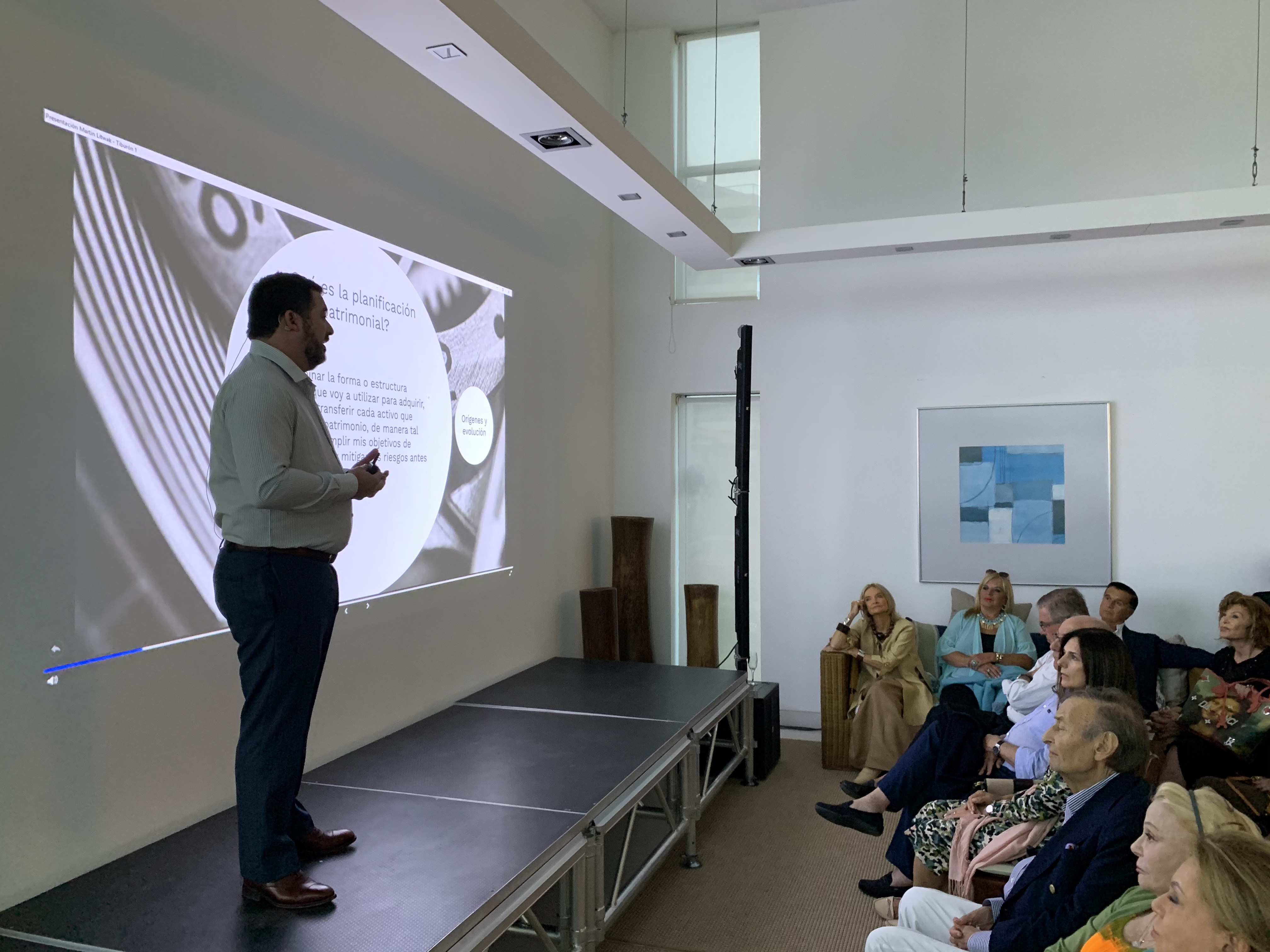 """Martín Litwak durante la presentación de """"Cómo protegen sus activos los más ricos y por qué deberíamos imitarlos"""""""