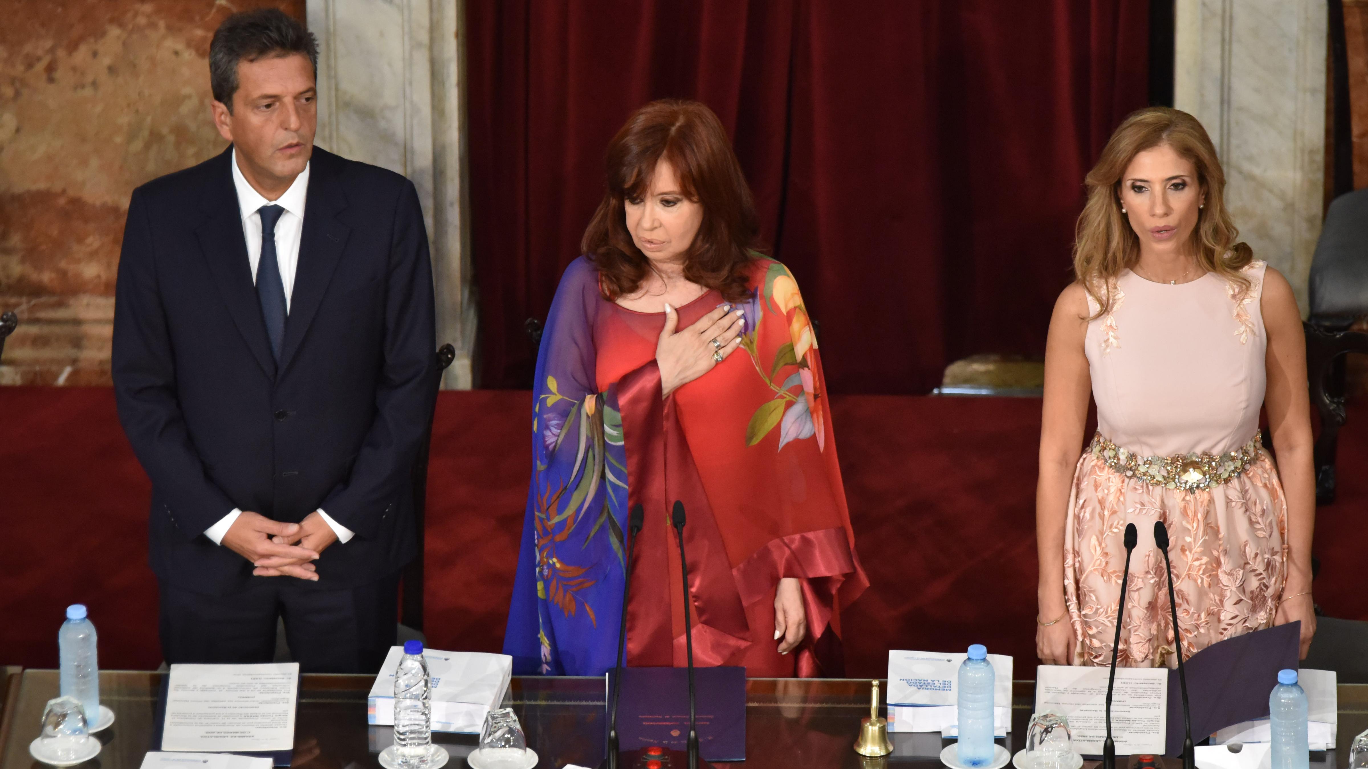 Diez minutos antes de las once de la mañana, Cristina Kirchner ingresó al Congreso de la Nación para presidir la Asamblea Legislativa en la que Alberto Fernández dará su primer mensaje como Presidente en una apertura de sesiones ordinarias