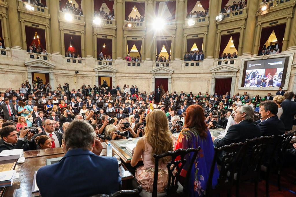 El presidente a punto de comenzar su discurso en la Cámara de Diputados