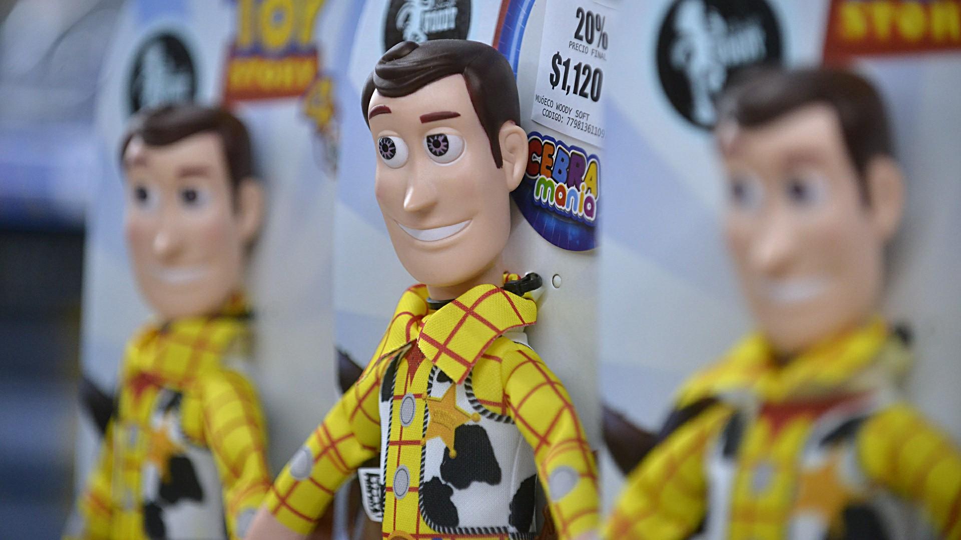 El Sheriff Woody, presente en el gran evento de las jugueterías. Un sector que cuenta en la Argentina con 180 fábricas, 3500 comercios, le da empleo a más de 8 mil personas y dona alrededor de 30.000 juguetes