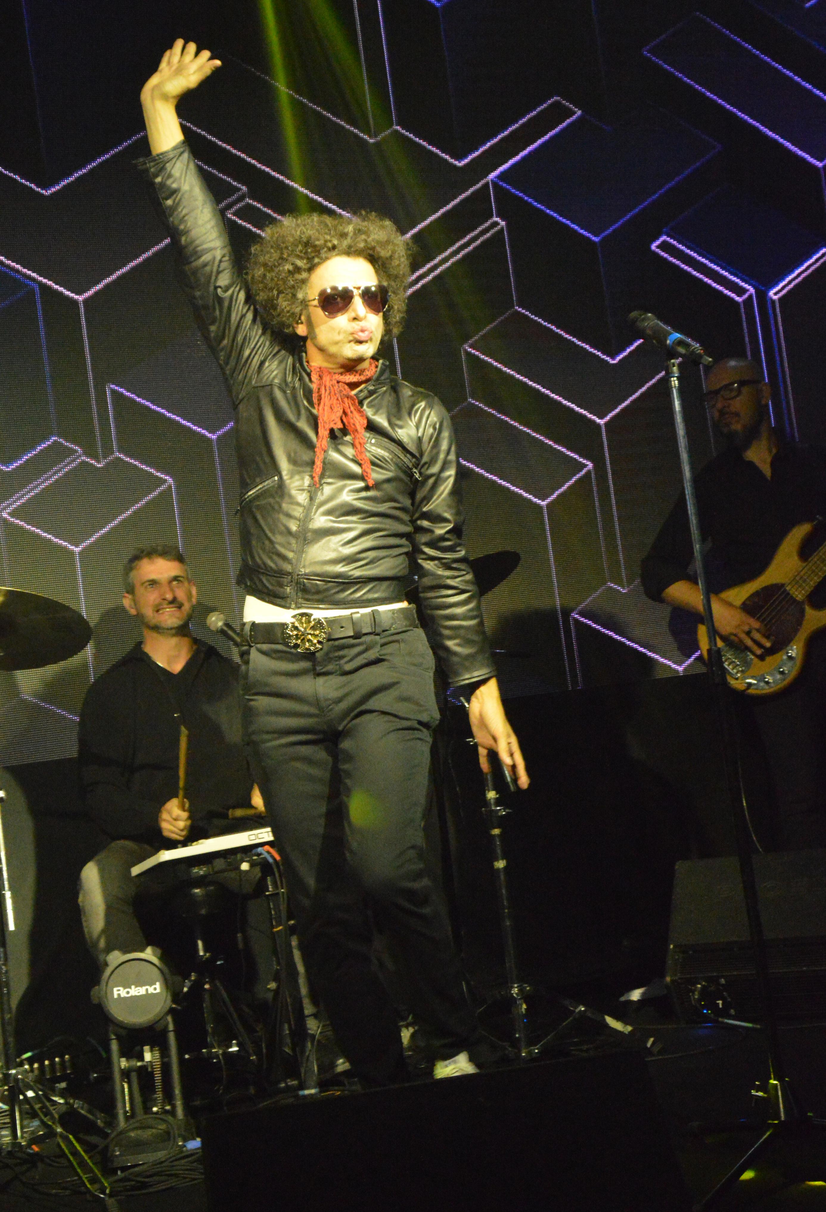 Durante el show, Bossi cantó temas de Andrés Calamaro