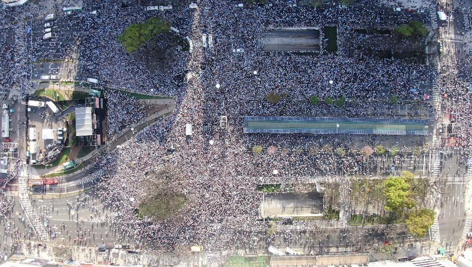 La concentración en el Obelisco, desde el drone de Infobae