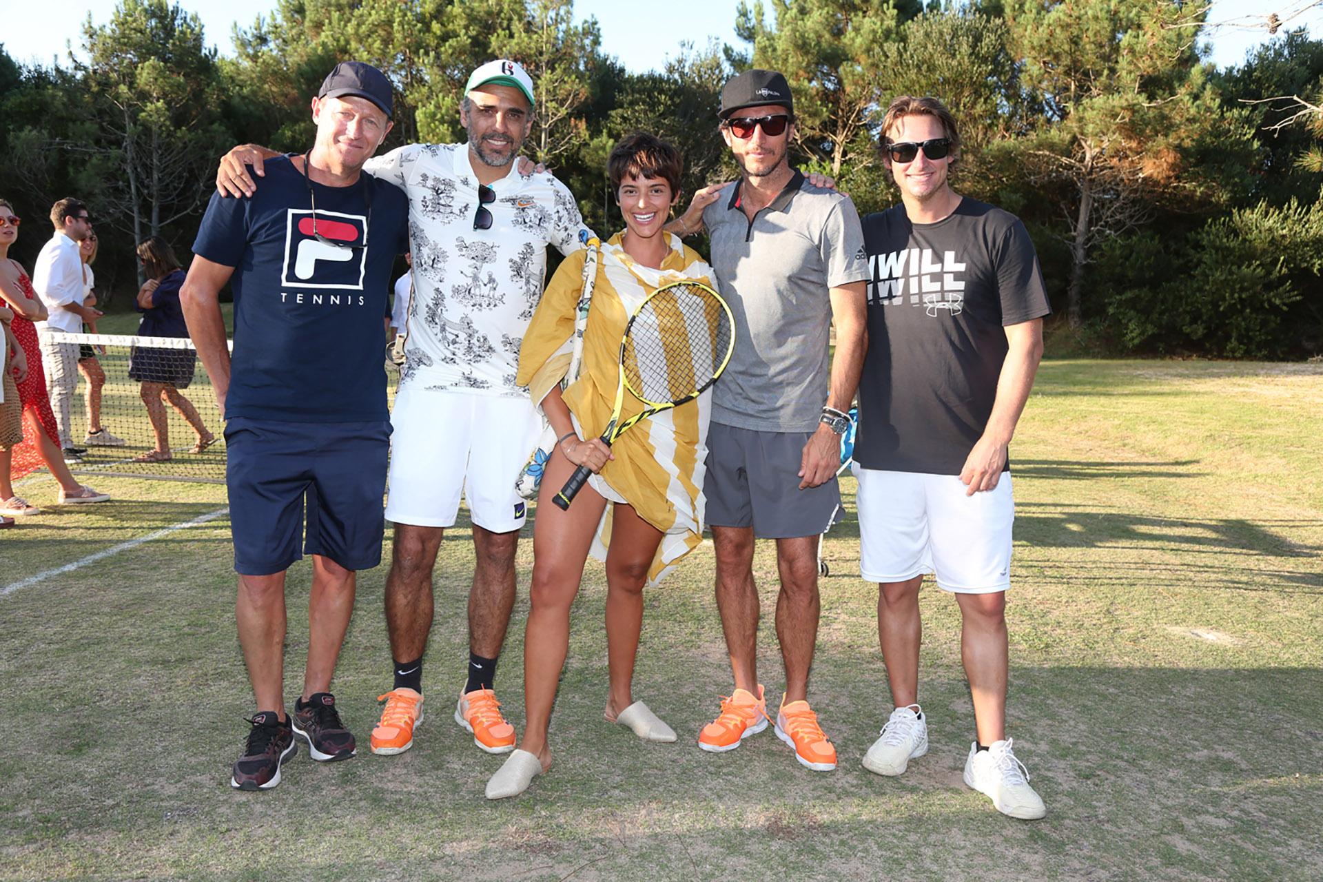 Calu Rivero junto a los tenistas en el torneo de Pro Am en Las Cárcavas