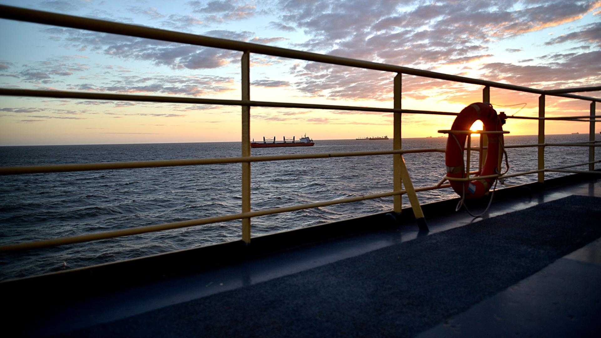 El amanecer, desde el Almirante Irízar