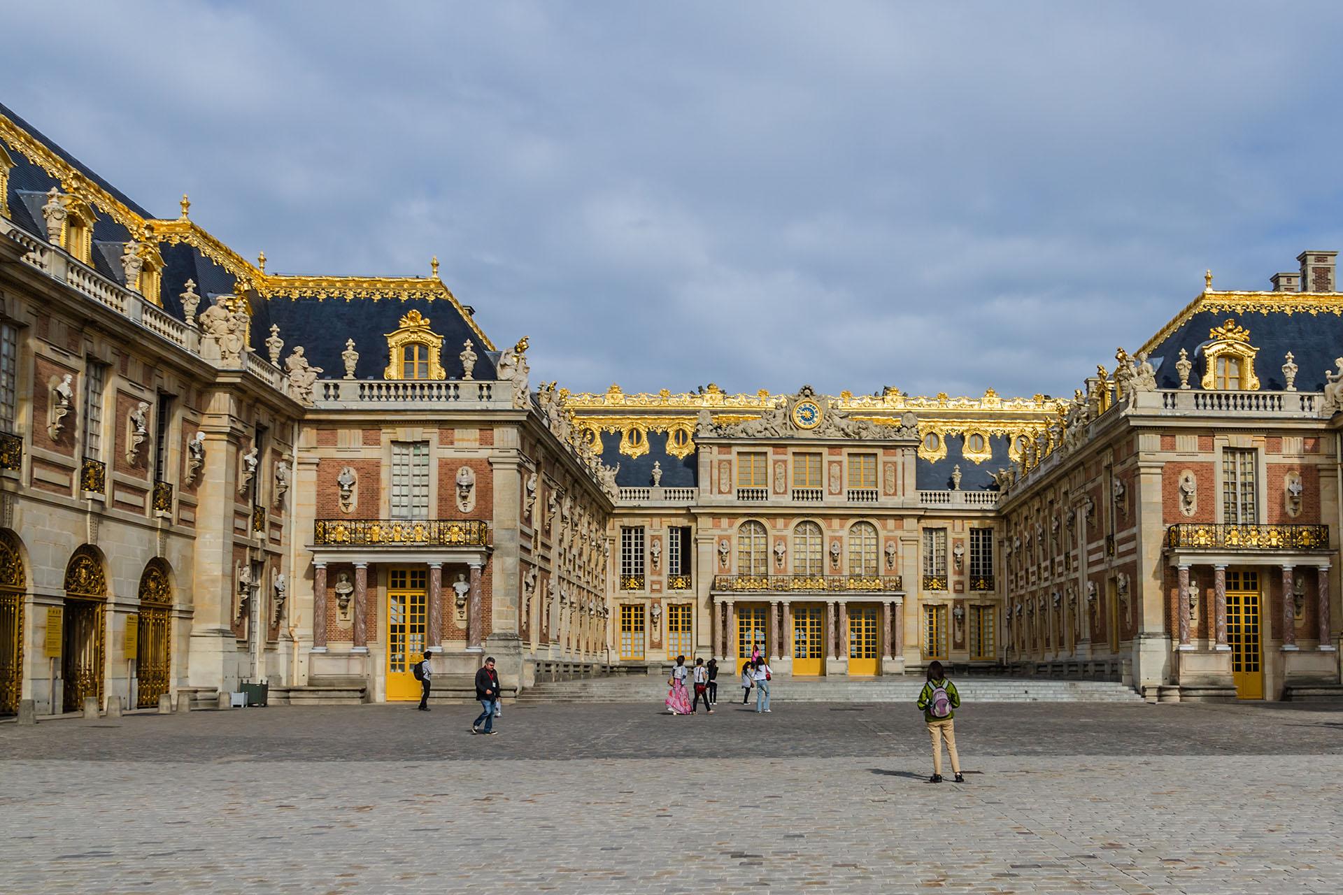 Con una imponente arquitectura y más de 800 hectáreas de jardines, el Palacio de Versalles respira historia y cultura. Es uno de los puntos turísticos más visitados de Francia