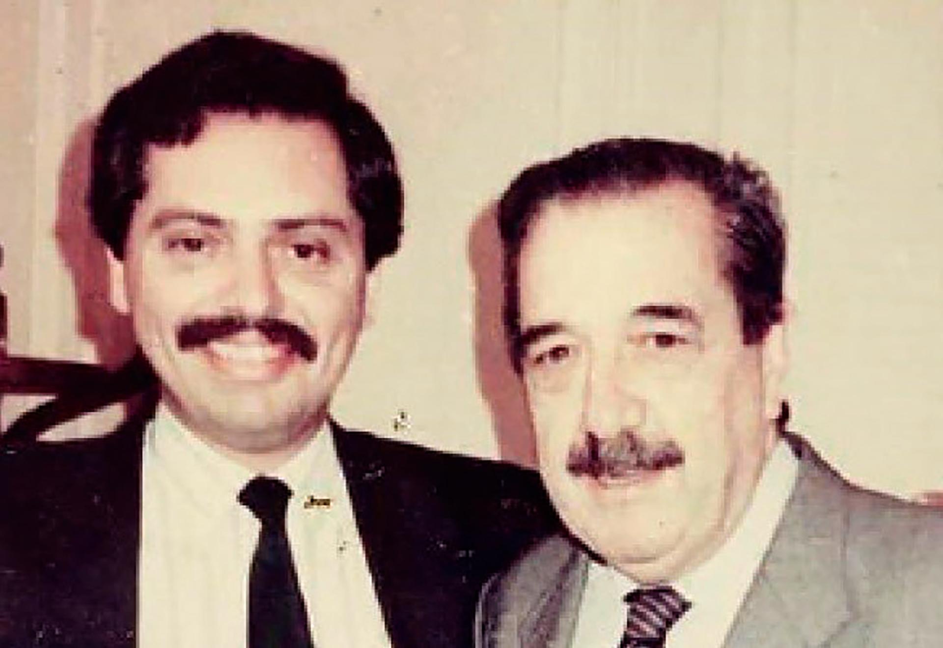 En 1985 se incorporó como funcionario del presidente Raúl Alfonsín. Primero fue director en Sumarios y luego Subdirector General de Asuntos Jurídicos del Ministerio de Economía, cuando estaba a cargo de Juan V. Sourrouille. Para ese entonces, ya se había afiliado al PJ.