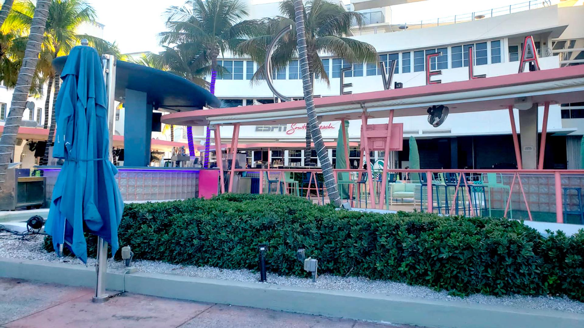 Una postal pocas veces vista en una ciudad como Miami: hoteles prácticamente vacíos, y bares y restaurantes cerrados. (Foto: Infobae)