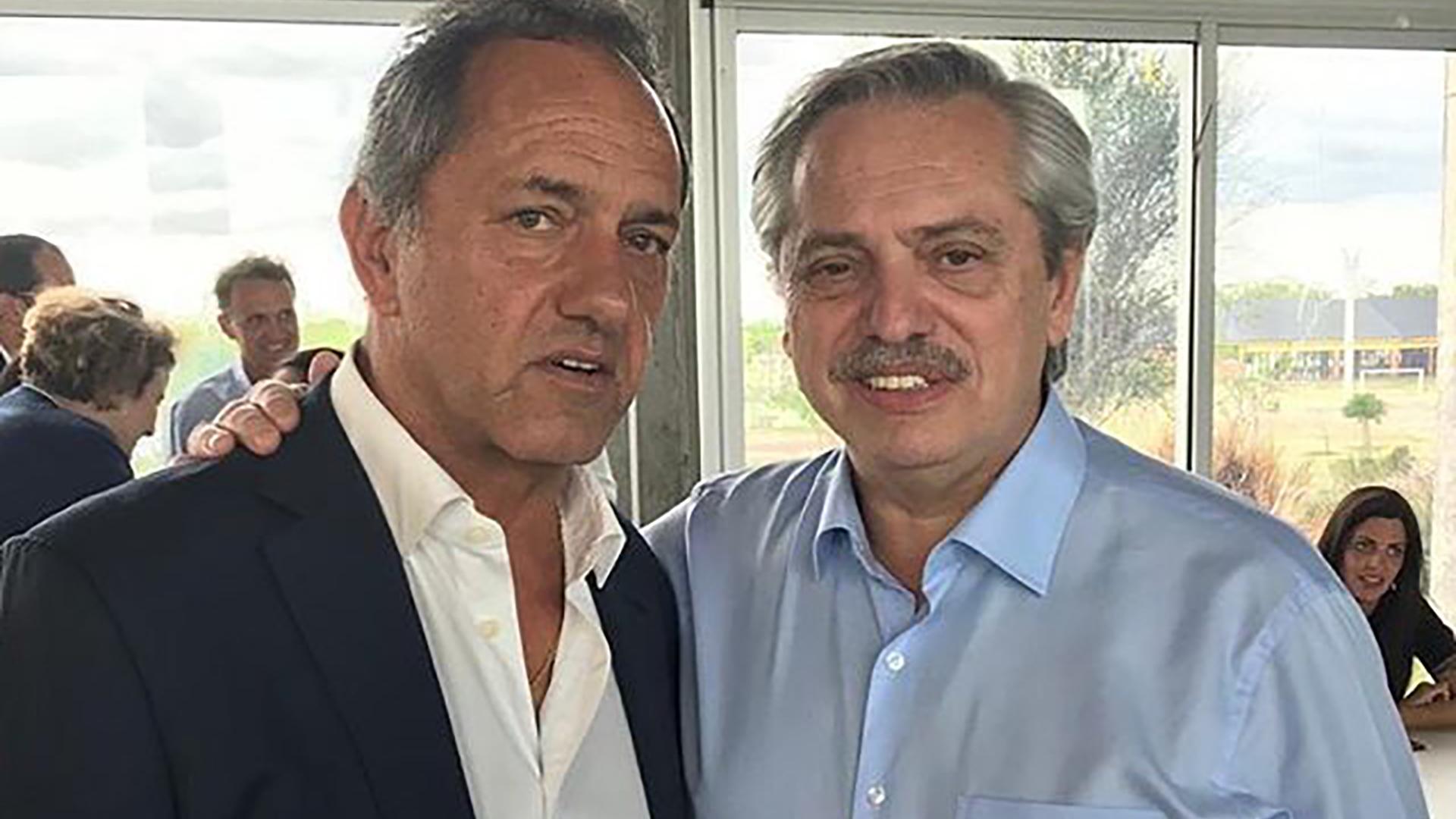 Cuando Alberto Fernández renunció al gobierno de Cristina Fernández de Kirchner, quedó casi a la intemperie. Daniel Scioli lo refugió y se transformó en asesor. Aquí, ya con el Fernandez candidato a presidente.