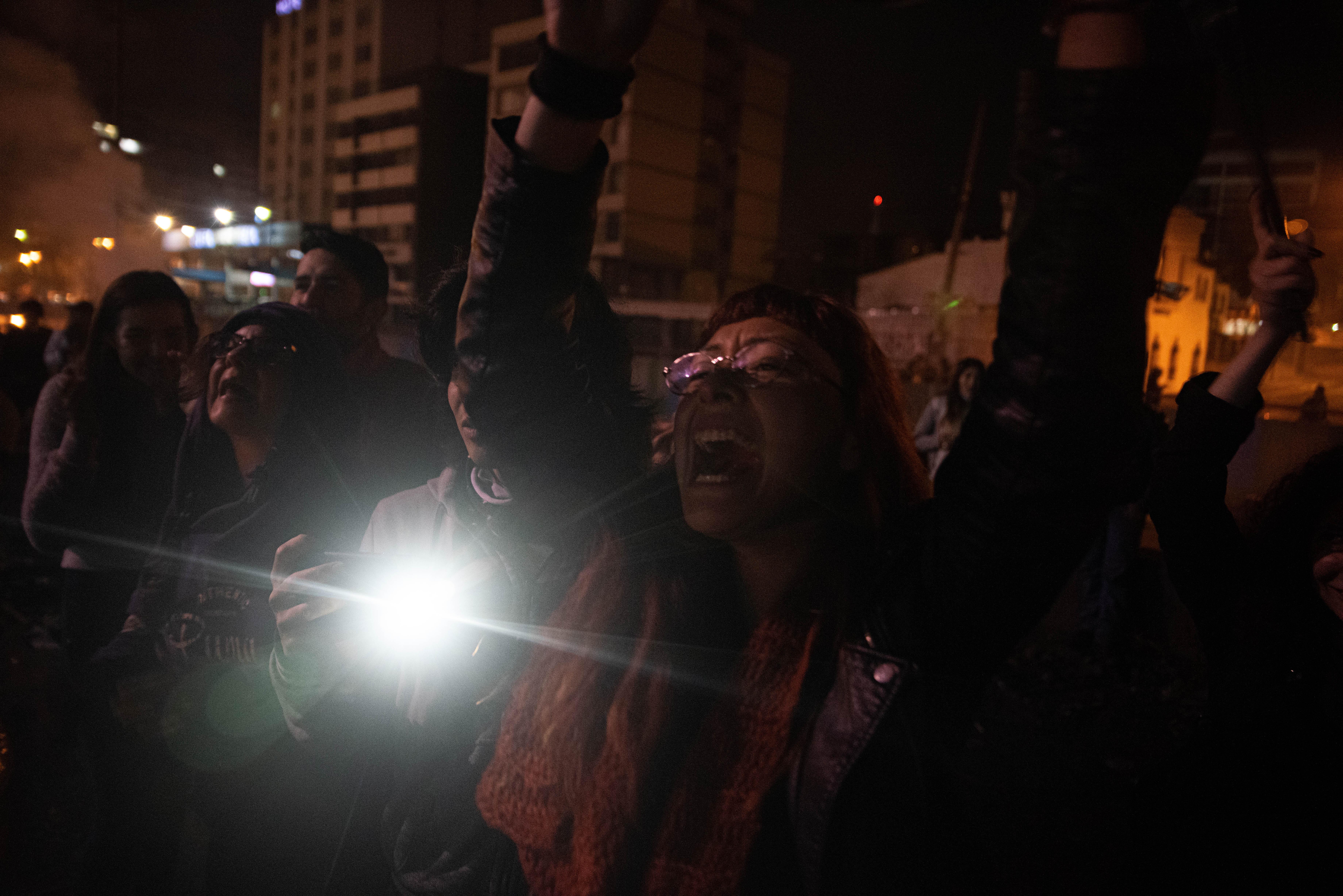 La alegría de los manifestantes por la derogación del decreto que aumentaba un 123% el precio del combustible, anunciada el domingo por la noche por el presidente Moreno