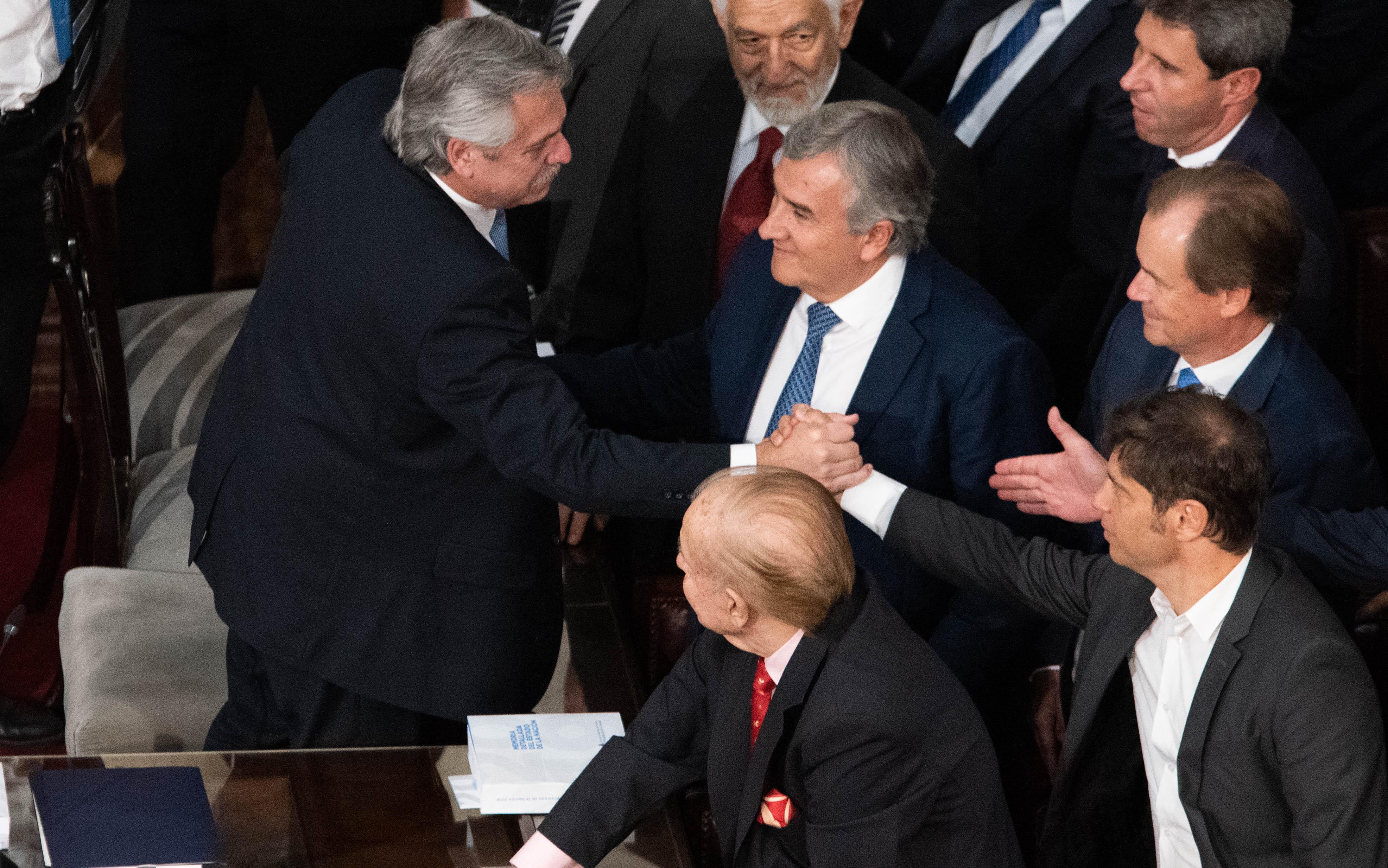 Alberto Fernández saluda a los gobernadores que asistieron a la apertura de sesiones