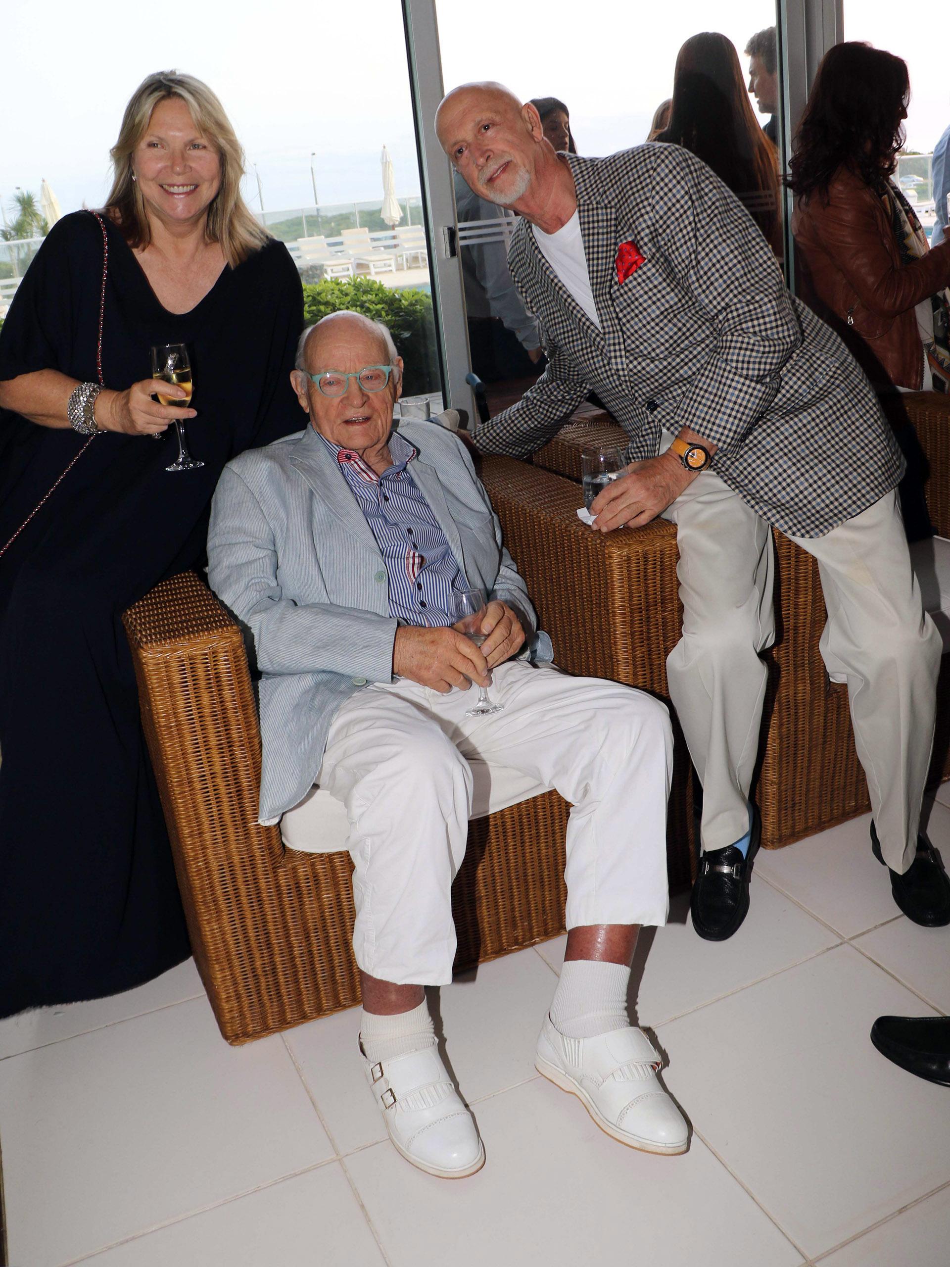 Silvia y Peter Poorth Bronner junto a Erik Vik