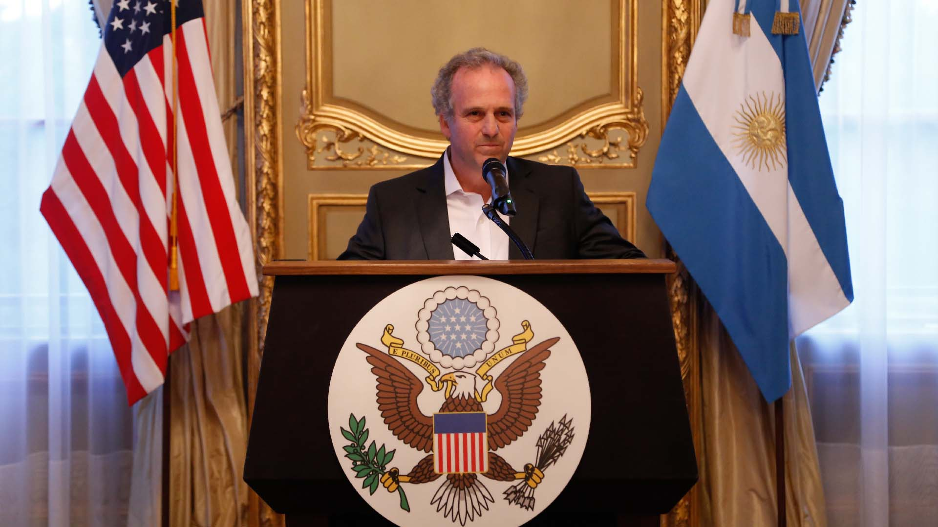 Roberto Alexander, presidente de la AmCham Argentina (general manager de IBM en la Argentina). El espíritu del evento giró alrededor de la celebración de la renovación de la democracia y del compromiso de AmCham con la articulación de las fuerzas políticas, para seguir fortaleciendo la institucionalidad de la Argentina