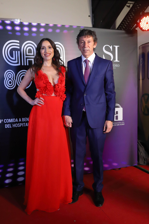 El intendente de San Isidro, Gustavo Posse, y su pareja, la cantante Coral Campopiano, quien brindó un show musical