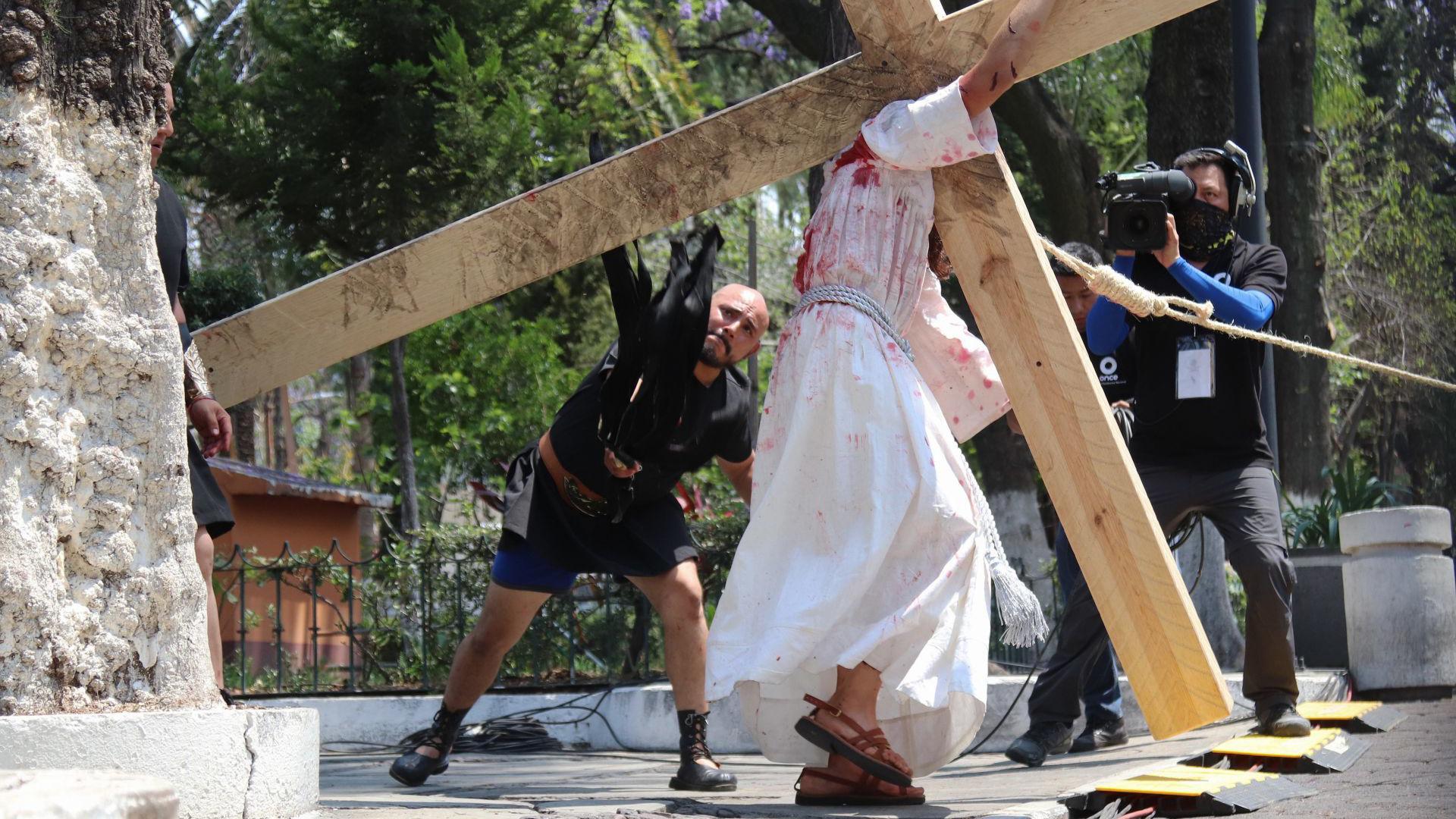 La representación se trasmitió a través de diversos medios de comunicación para que los creyentes pudieran presenciar esta celebración (Foto: Cuartoscuro)