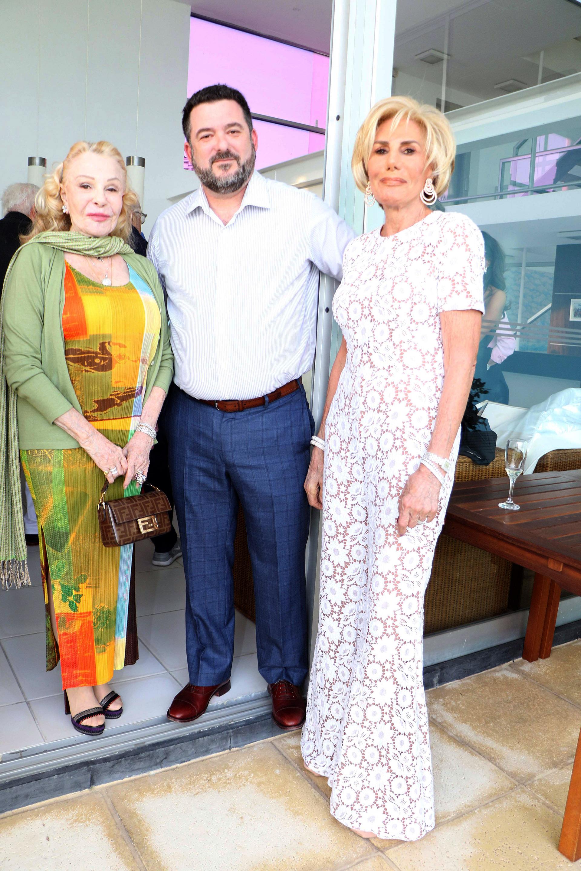 Laetitia D'Arenberg, Martín Litwak y Ada de Maurier, organizadora del evento de presentación del libro