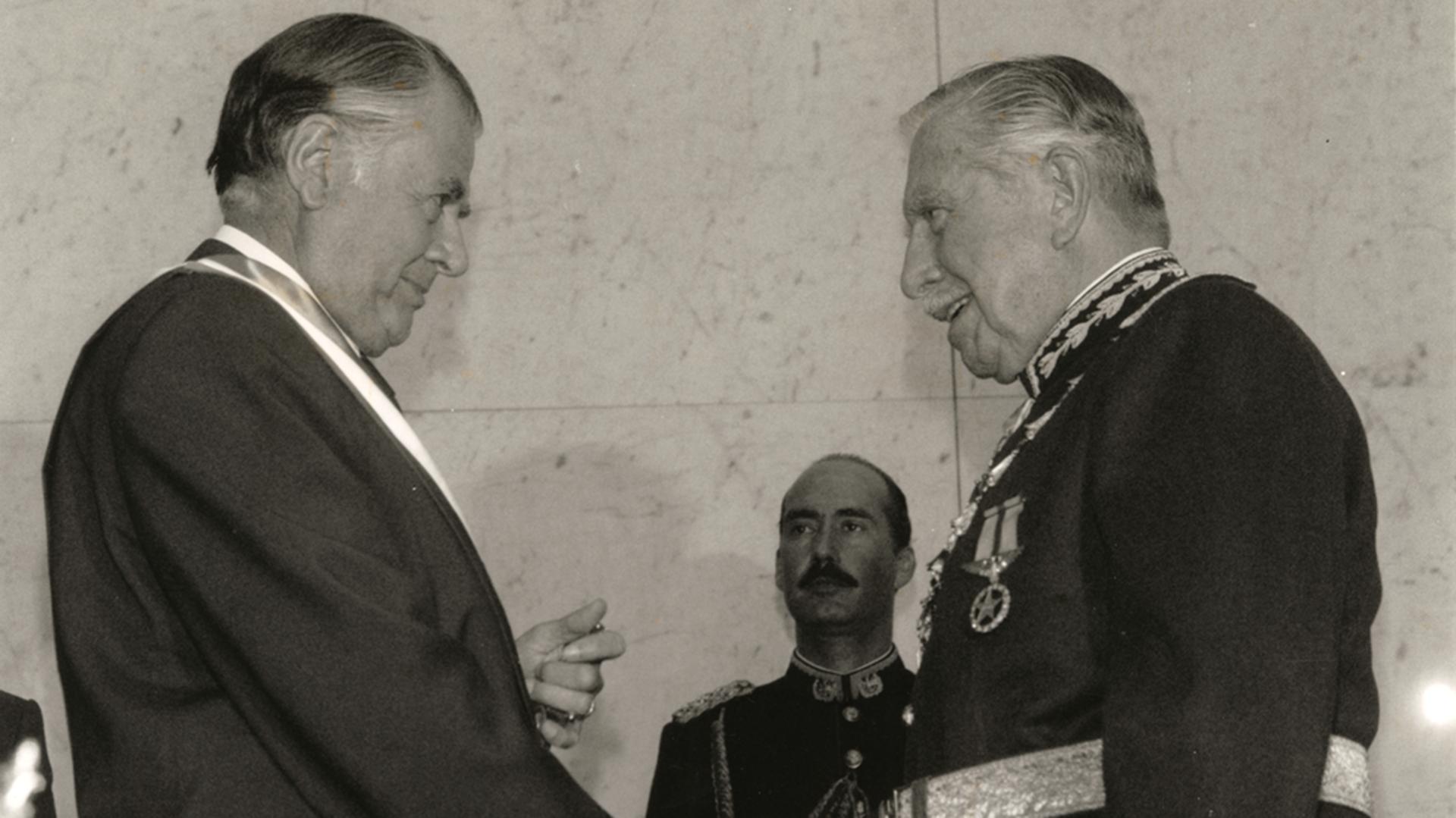La Foto De La Transicion Entre Pinochet Y Aylwin En Chile Infobae