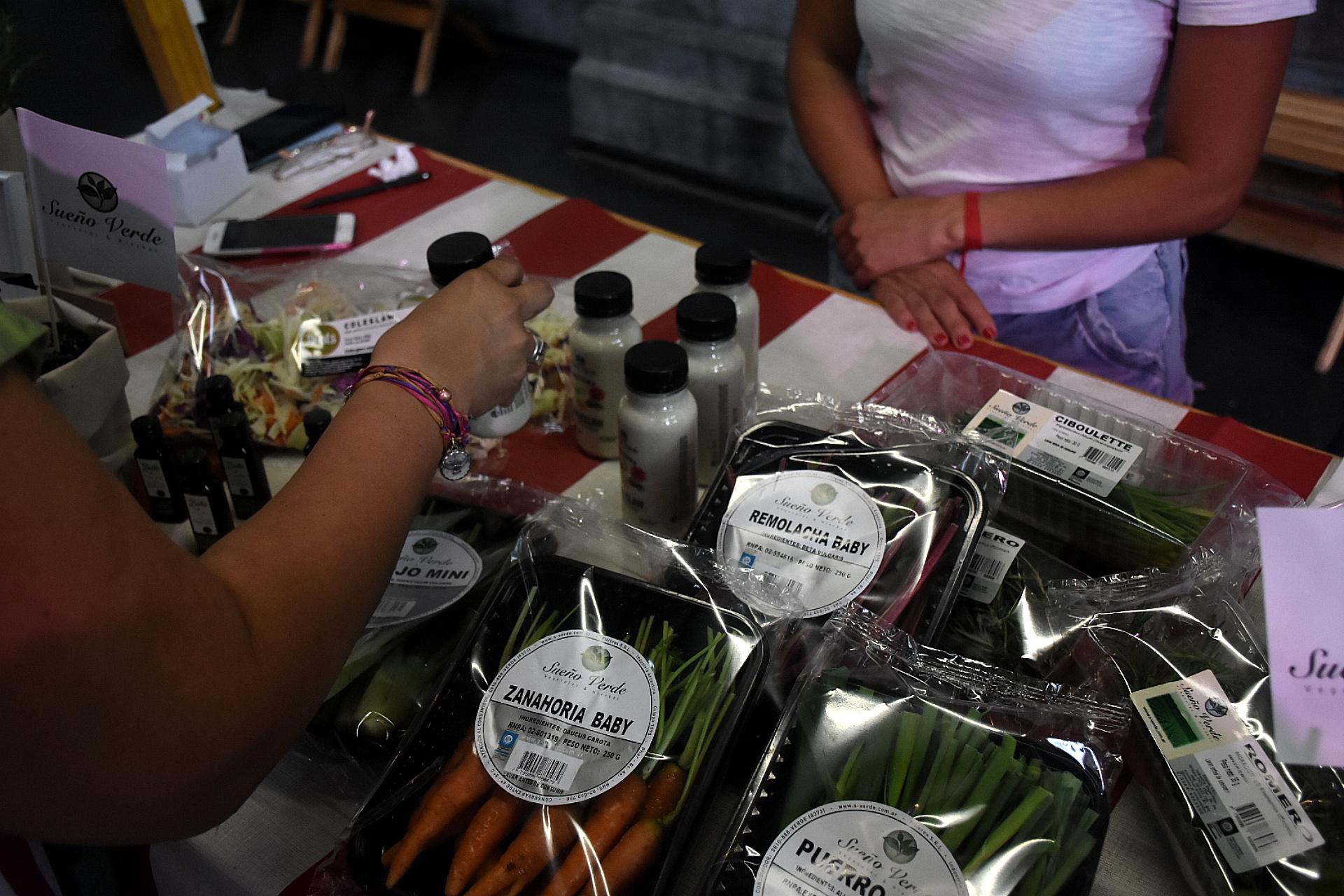 Distintos productos regionales ofrecidos a los visitantes en la Usina del Arte