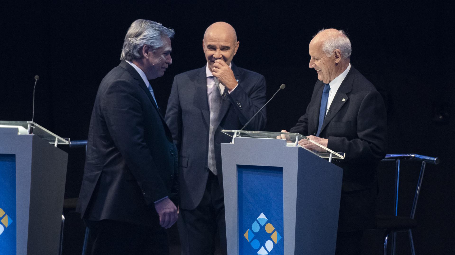 Alberto Fernández, Juan José Gómez Centurión y Roberto Lavagna durante uno de los cortes del debate